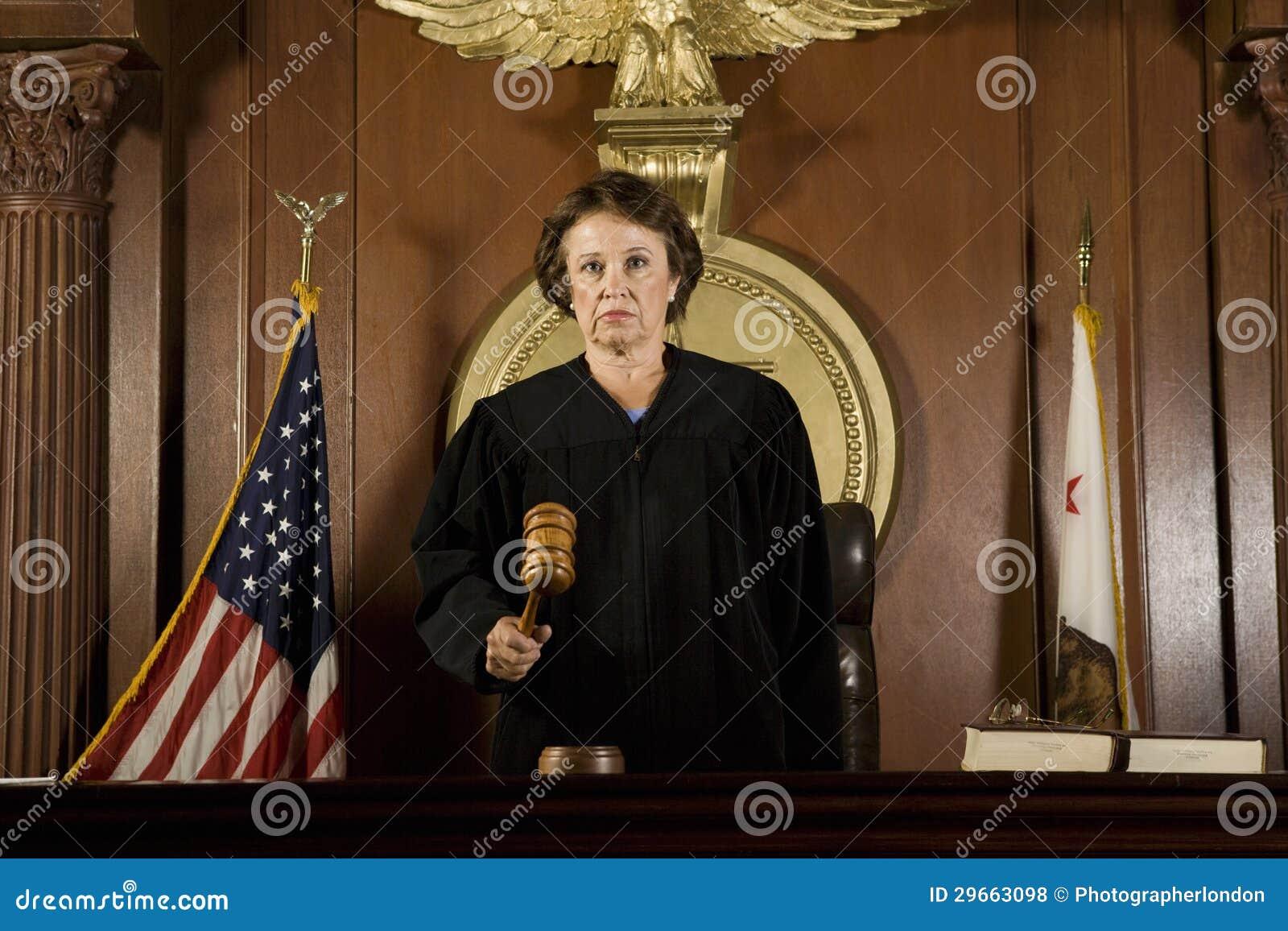Juiz Forming um julgamento