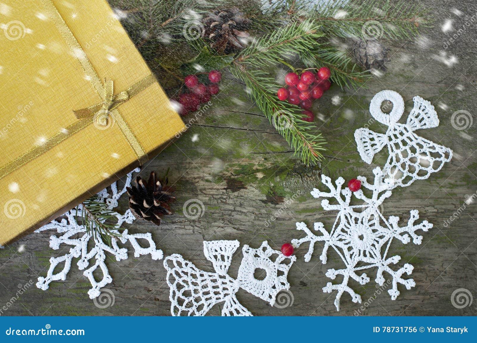 Jul gåva och dekor med snö
