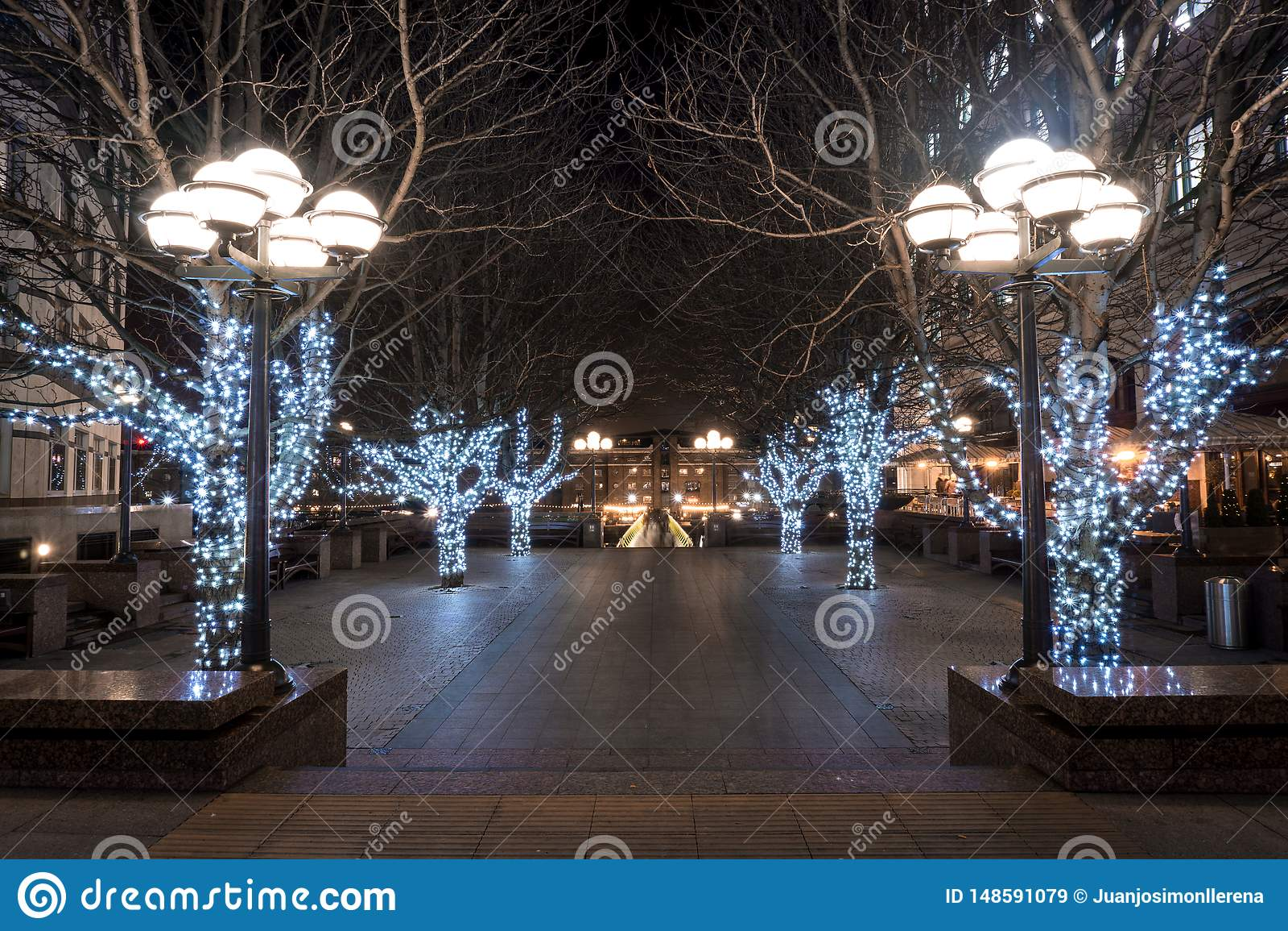 Jul har ankommit till denna fyrkant i Canary Wharf