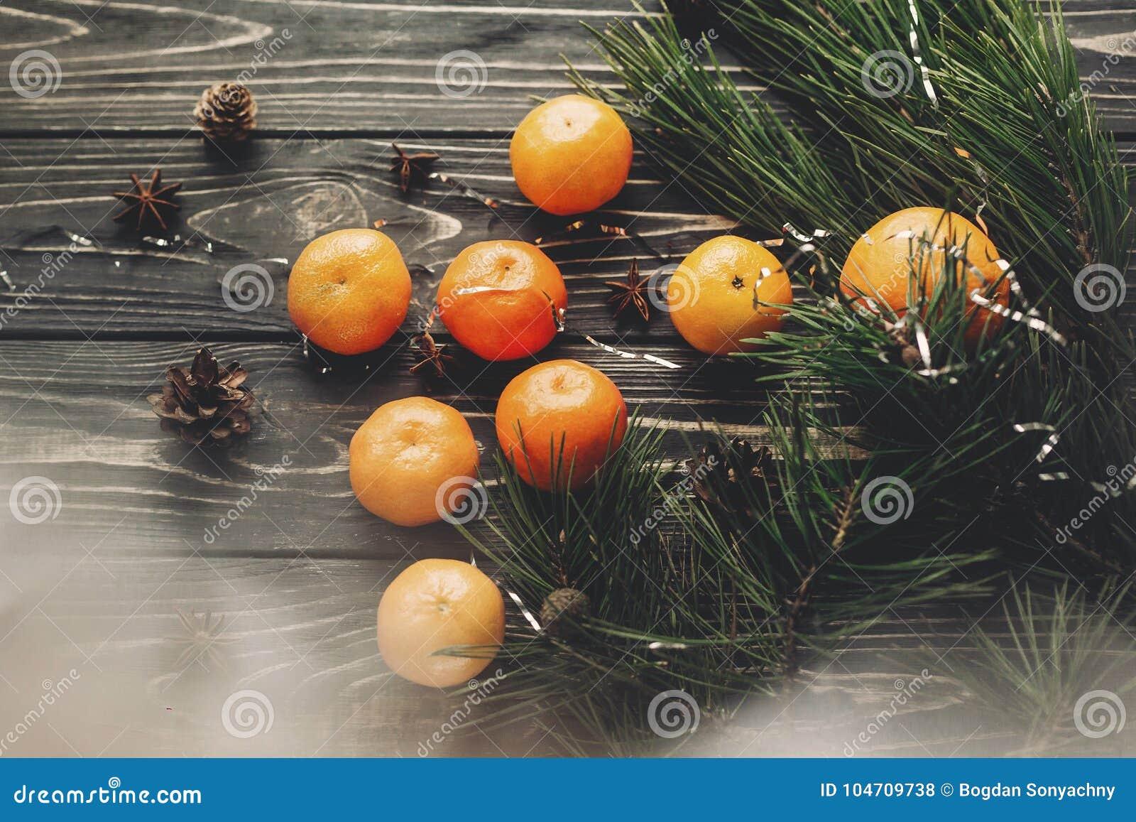 Jul sänker lekmanna- tangerin- och granfilialanis och sörjer c