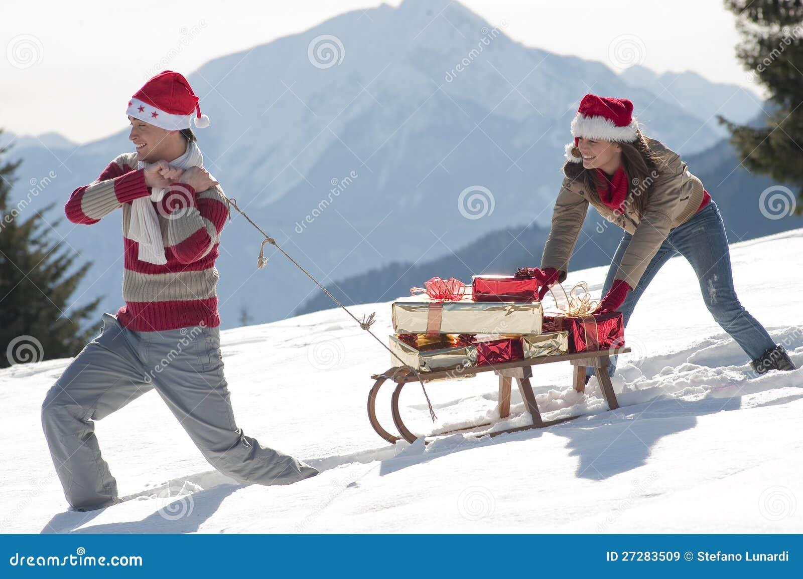 Julen förbunde med sleden och gåvor