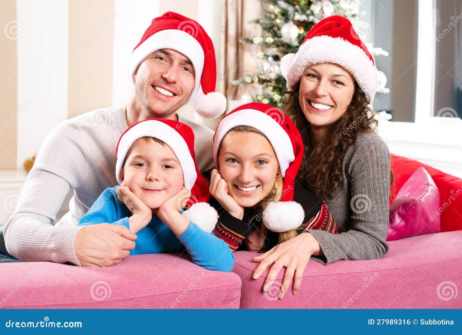 Julfamilj med ungar