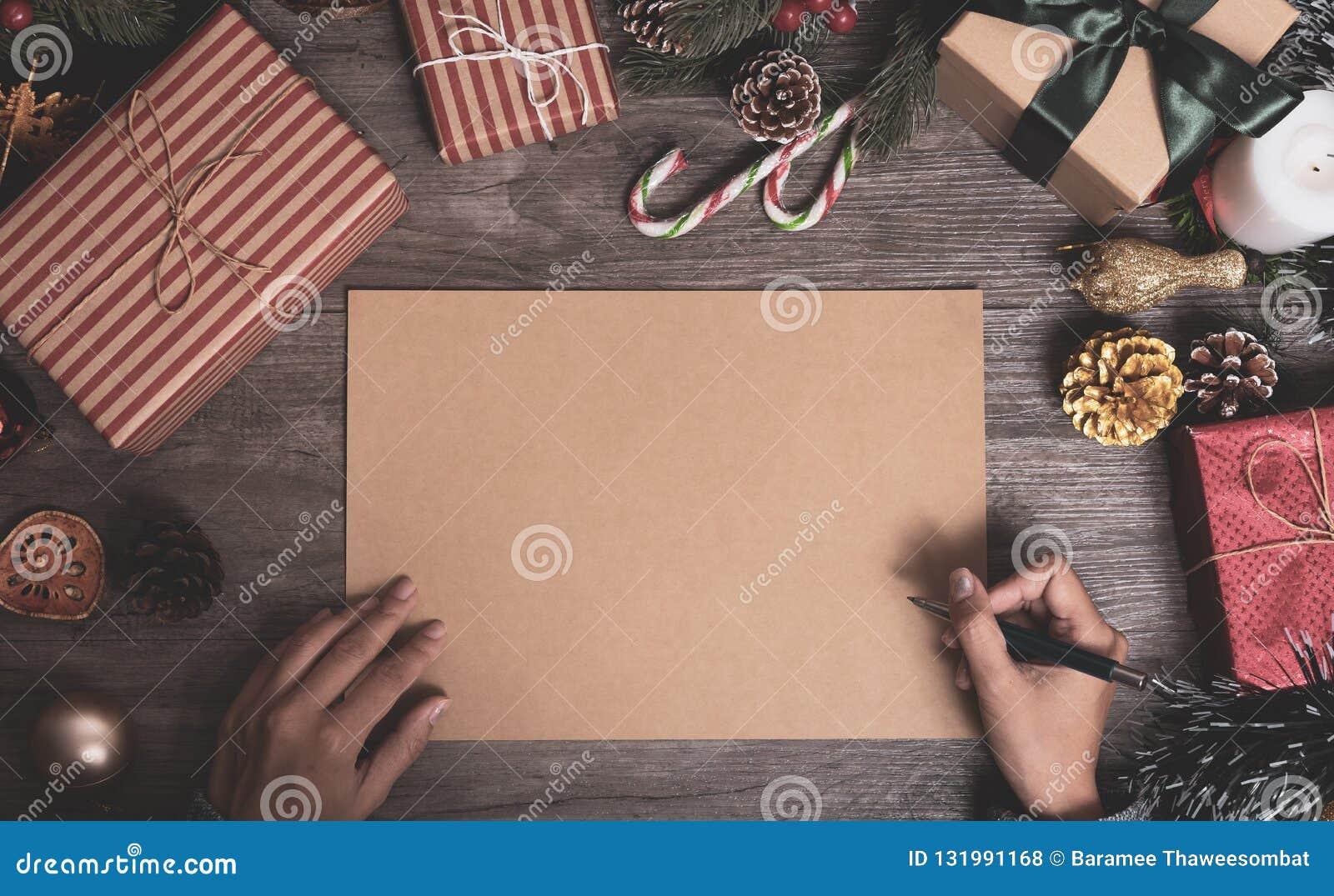 Julferie som hälsar pappersdesignmodellen med garnering