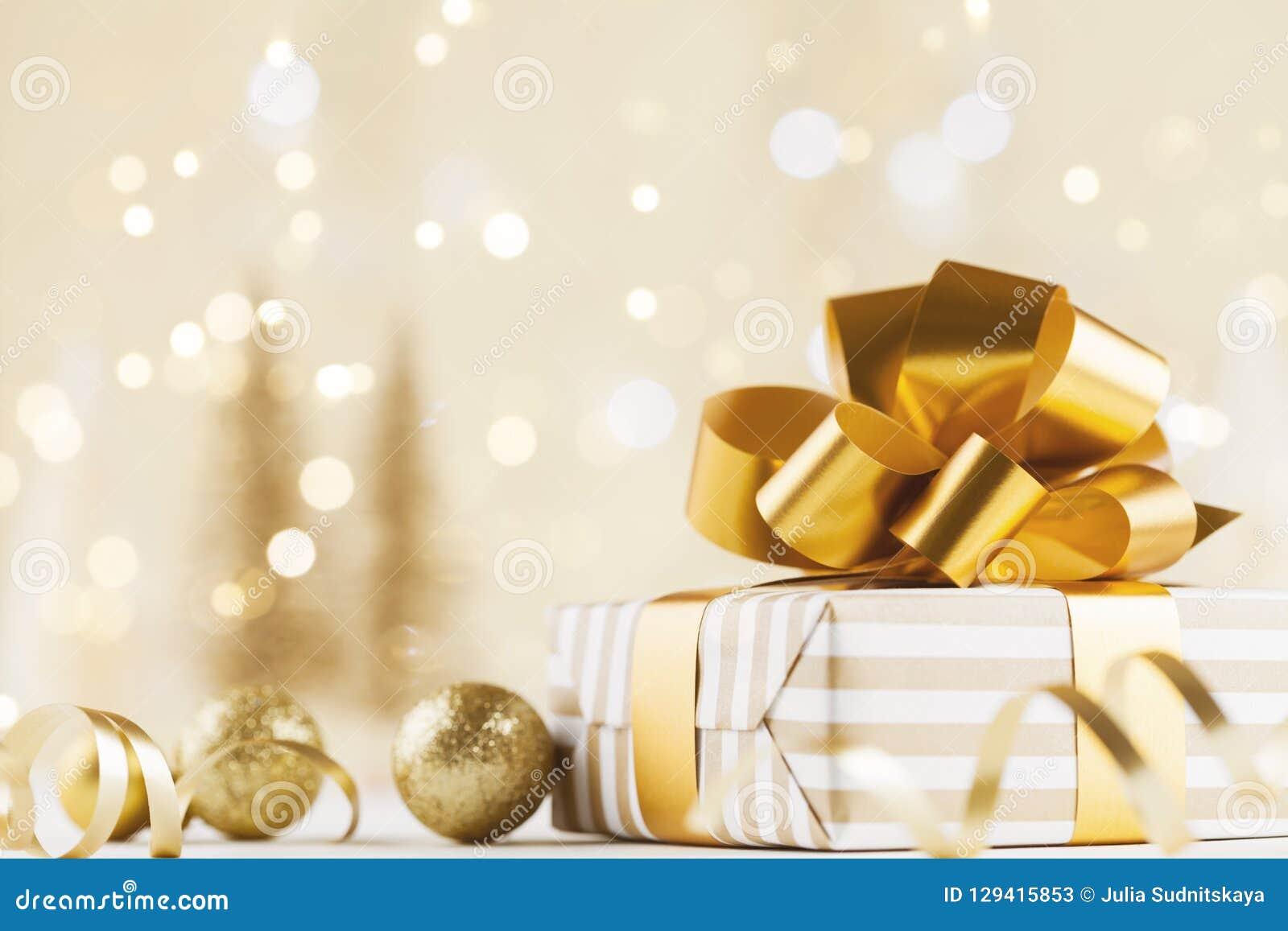 Julgåvaask mot guld- bokehbakgrund letters amerikansk för färgexplosionen för kortet 3d ferie för hälsningen för flaggan national