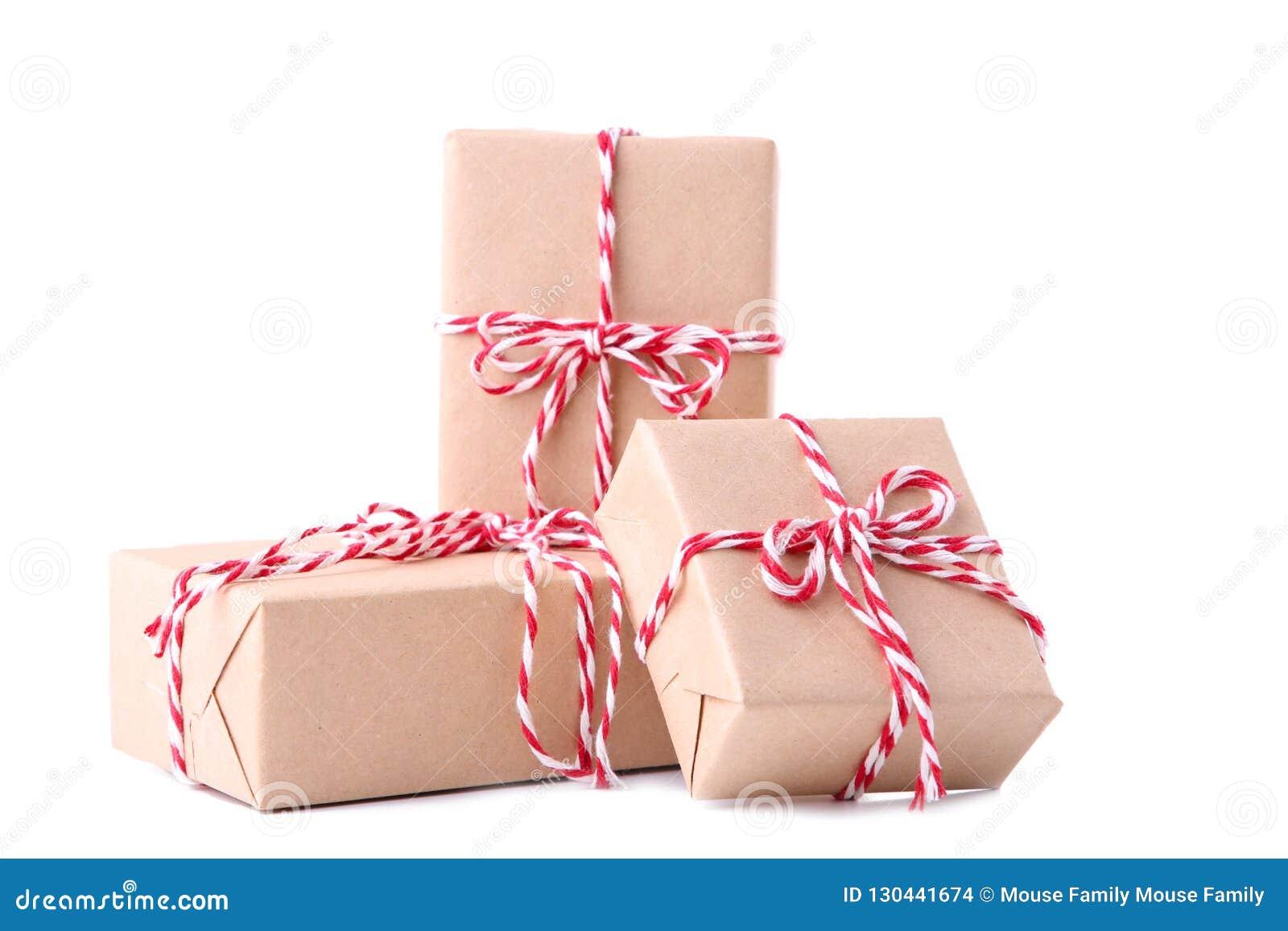 Julgåvor framlägger isolerat på en vit bakgrund