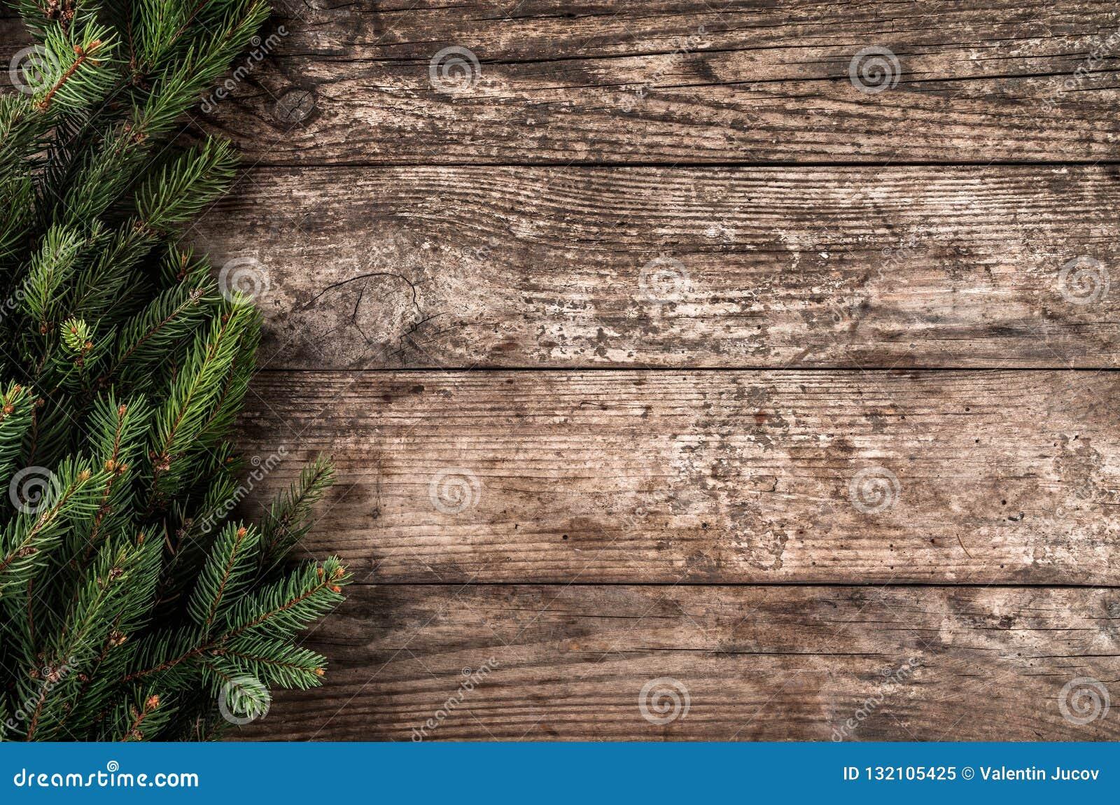 Julgran förgrena sig på träbakgrund Tema för Xmas och för nytt år