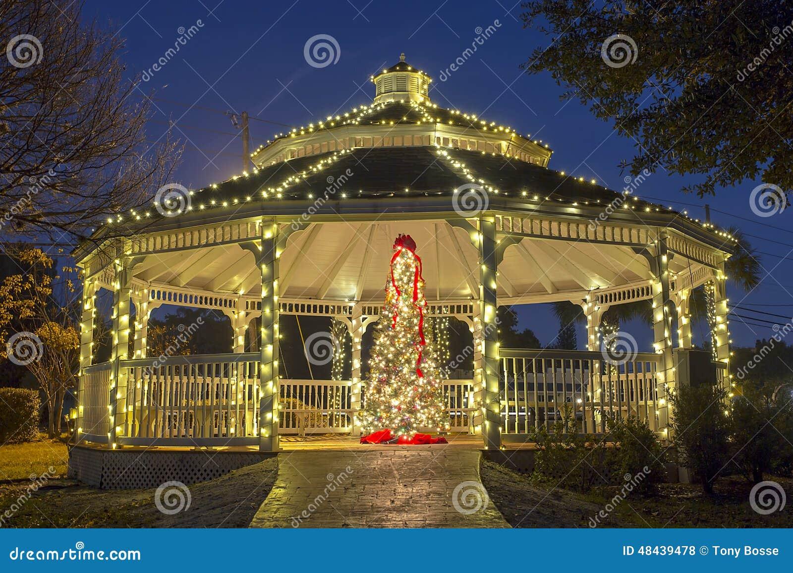 Julgran och Gazebo