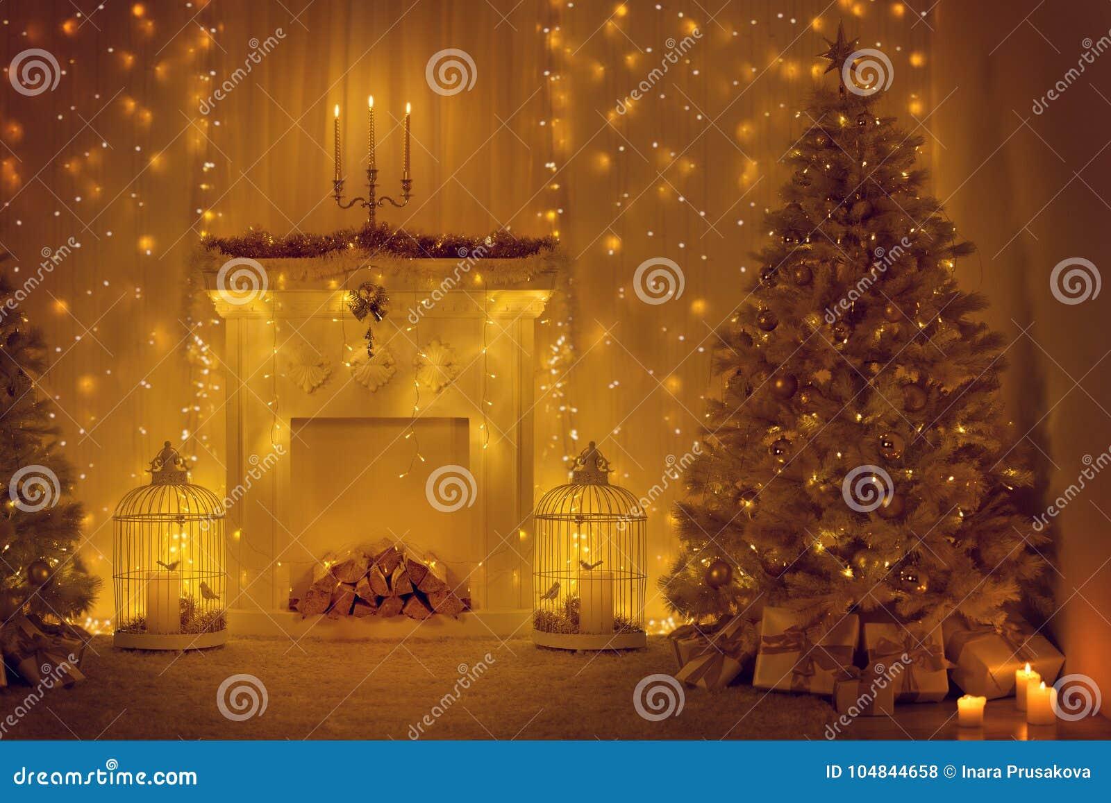 Julgran och spis, dekorerat hem- rum för Xmas, ferie
