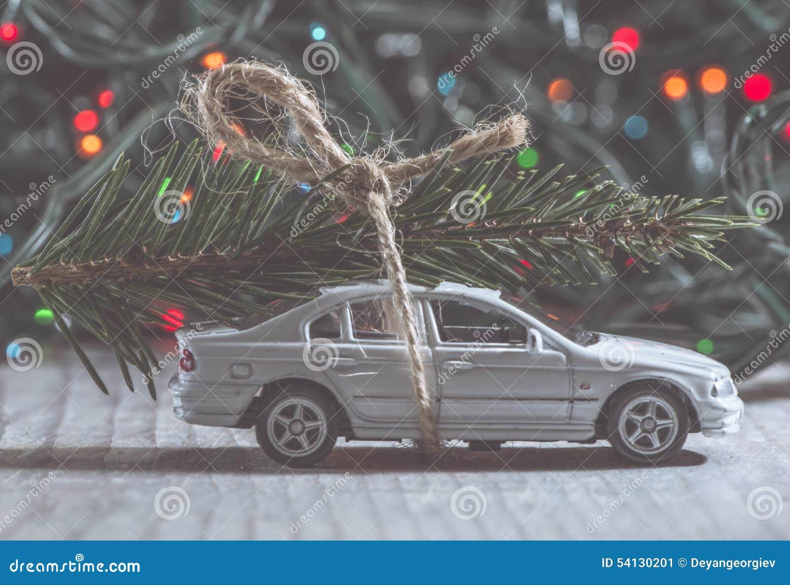 julgran i bilen