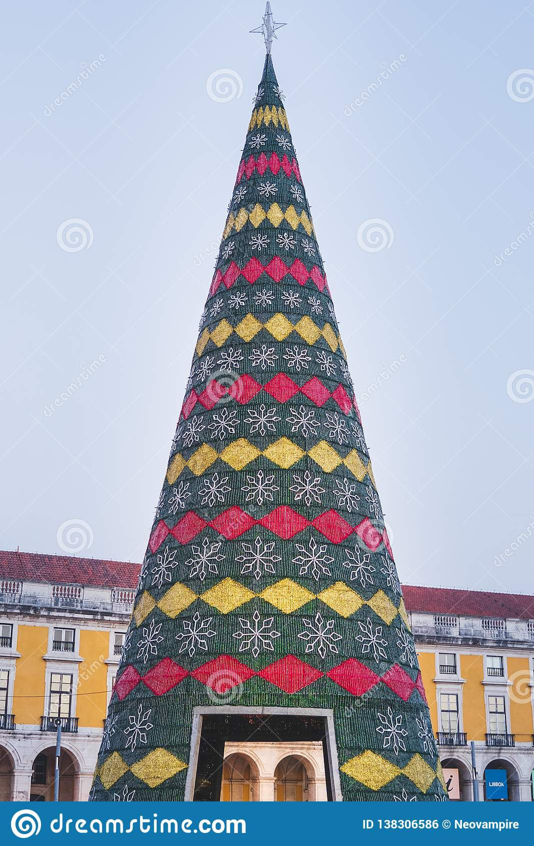 Julgranen som dekoreras med ljus, Terreiro gör pacoen, Lissabon, Portugal
