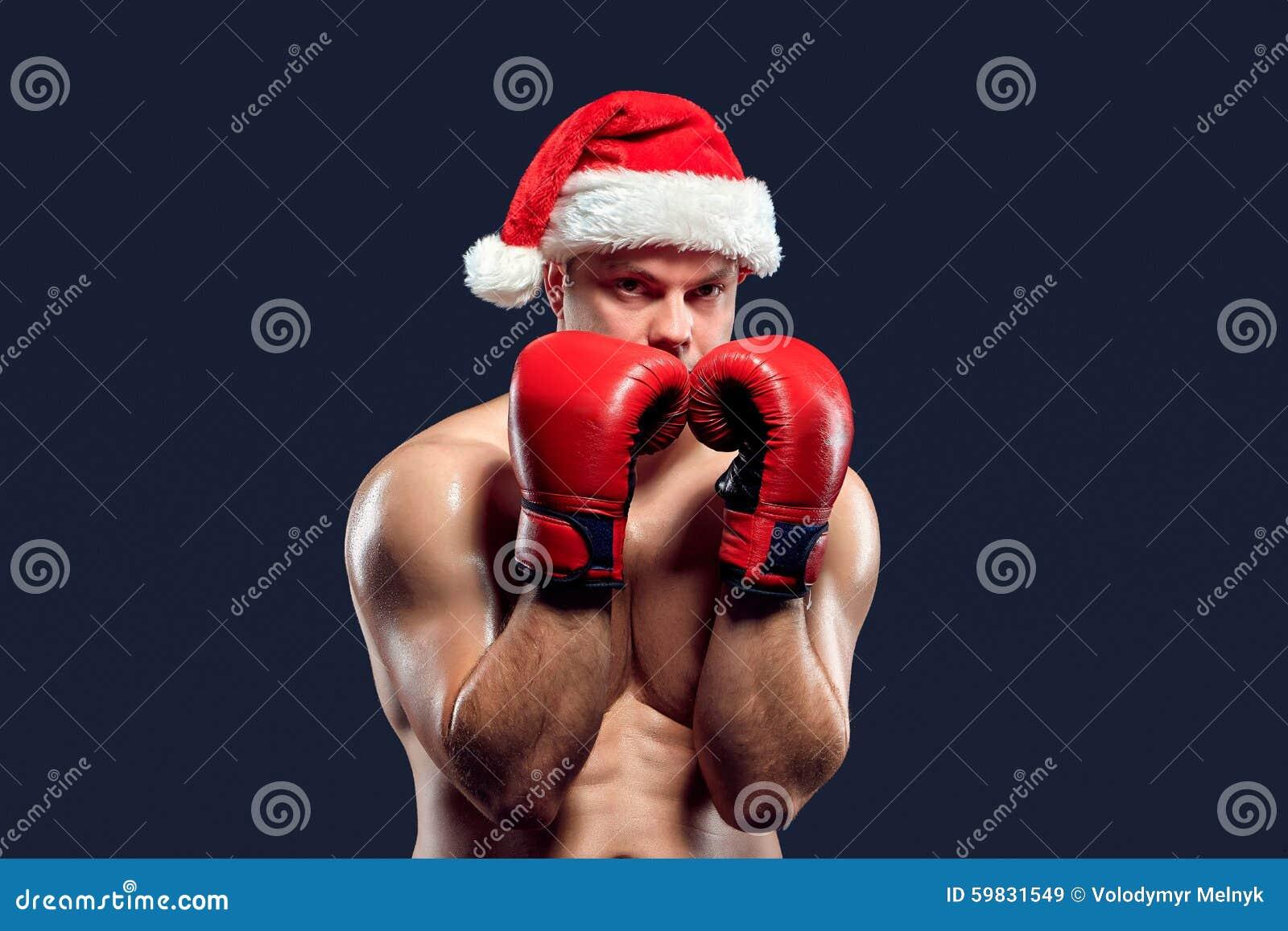 Julkonditionboxare som bär santa hattboxning