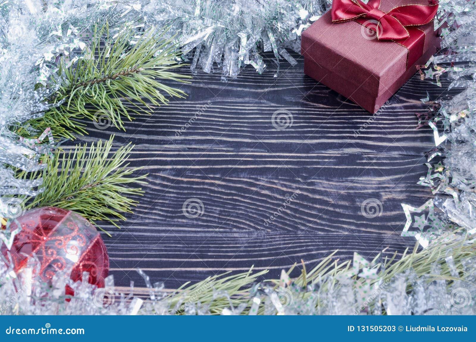 Julkort med en ask och en filial av den prydliga sikten för bästa sida av Kopi utrymme