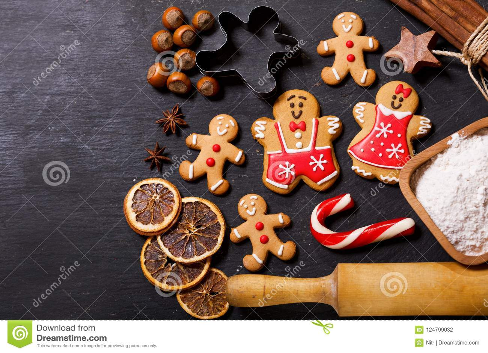 Julmat Pepparkakakakor med ingredienser för christm