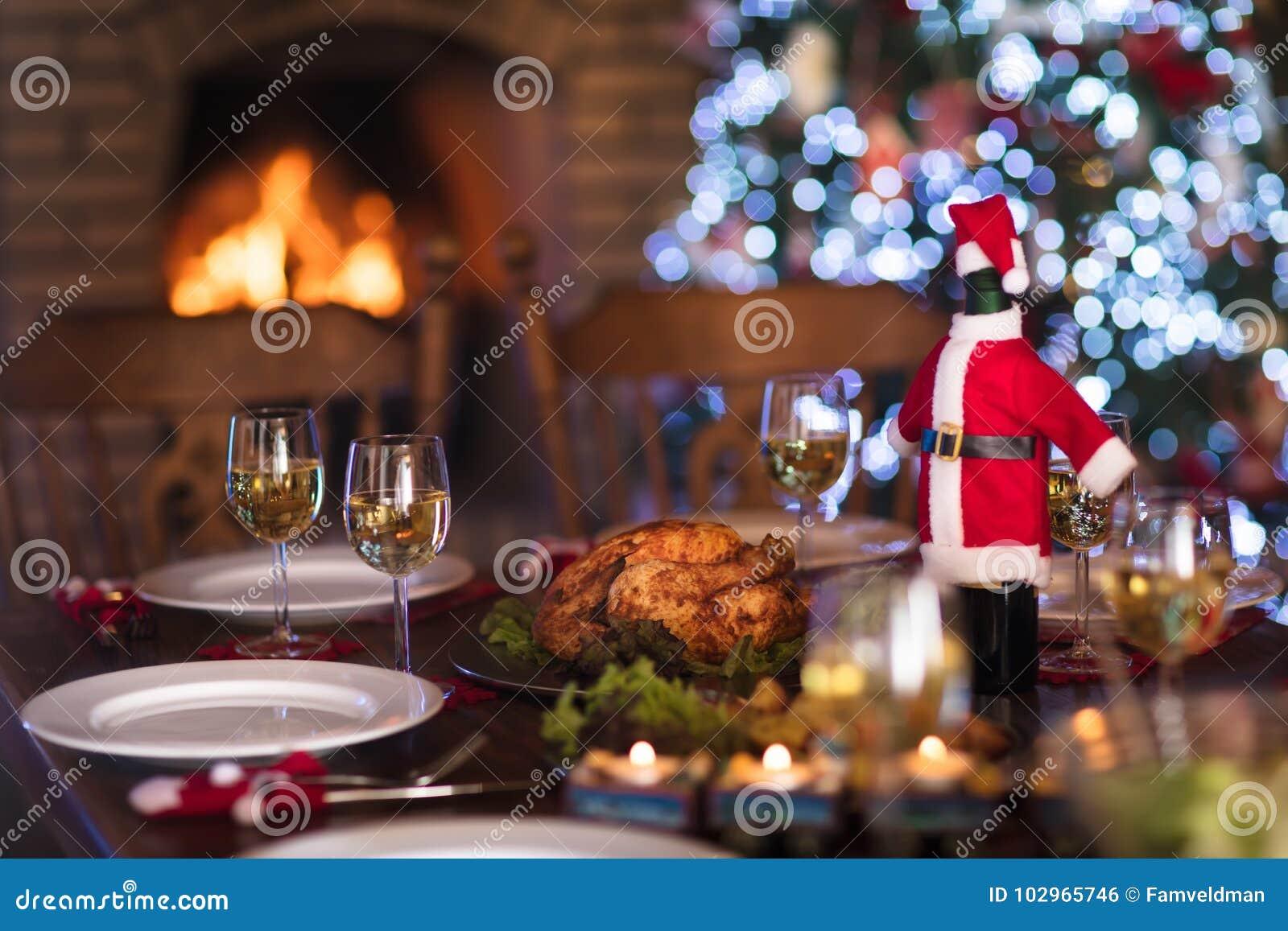 Julmatställe på brandstället och Xmas-trädet