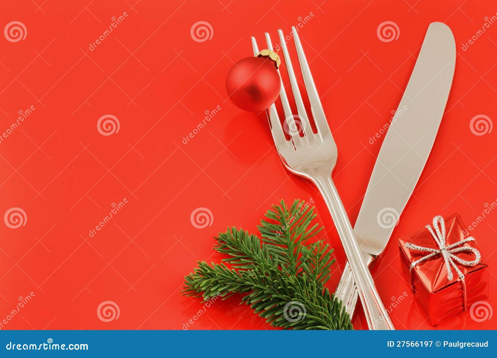 Julmenybegrepp över röd bakgrund