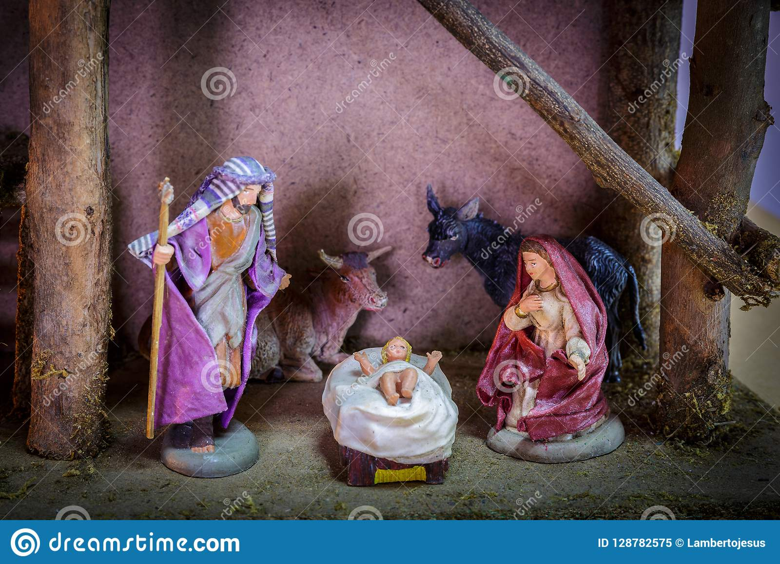 Julprydnadjulkrubba av den Betlehem Mary, Joseph och Jesus The Angel The kon och oxen