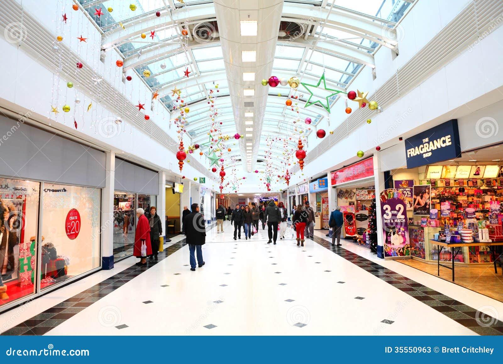 Julpynt i shoppinggalleria