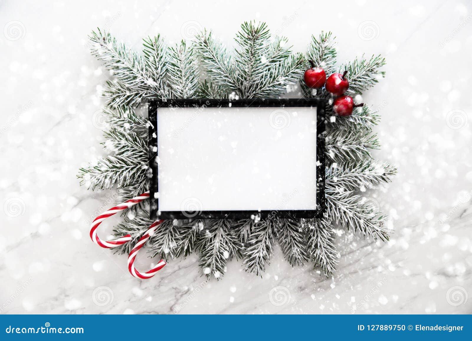 Julrambakgrund med xmas-trädet och xmas-garneringar Hälsningkort för glad jul, baner