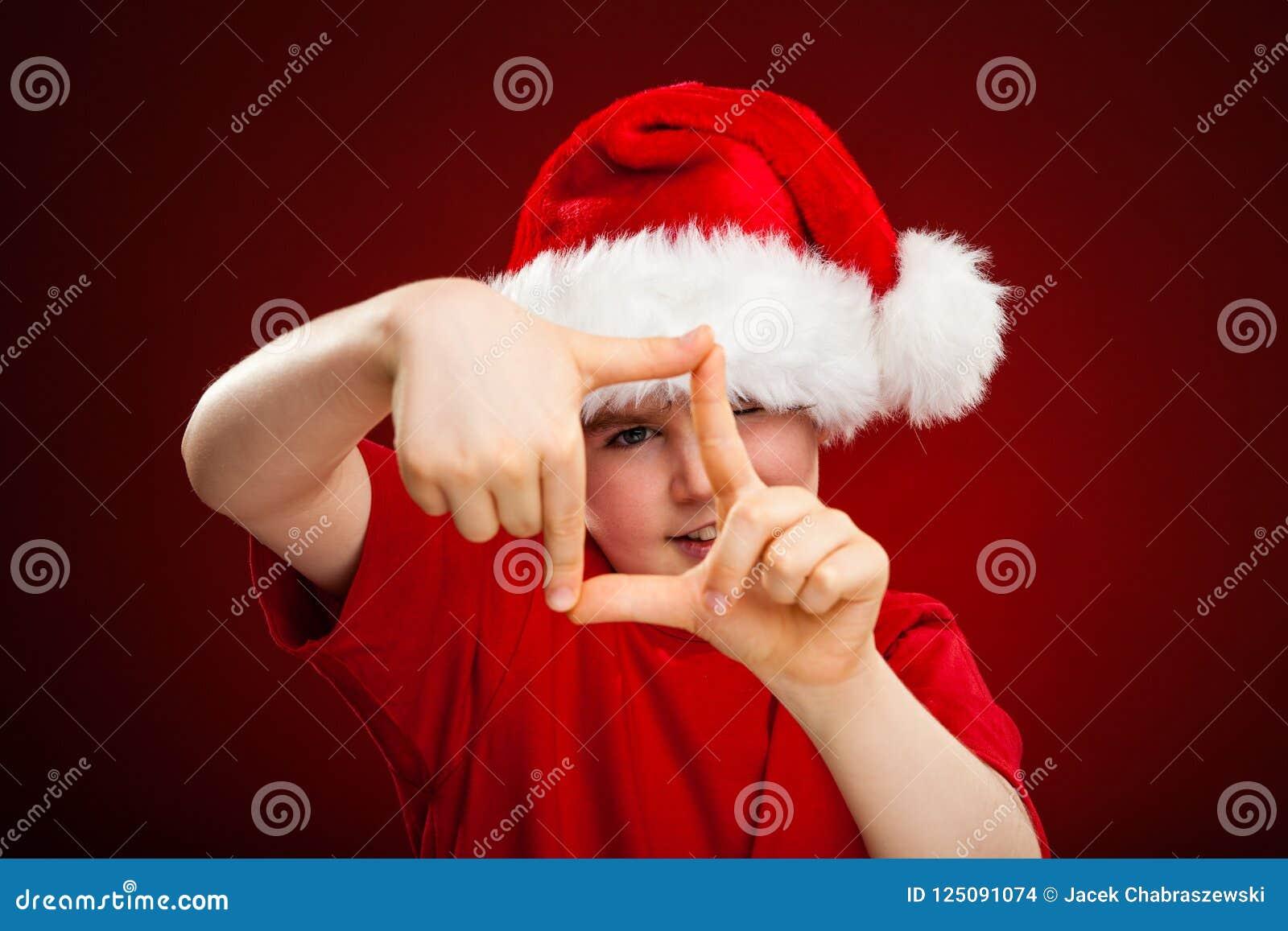 Jultid - pojke med det Santa Claus Hat visningtecknet