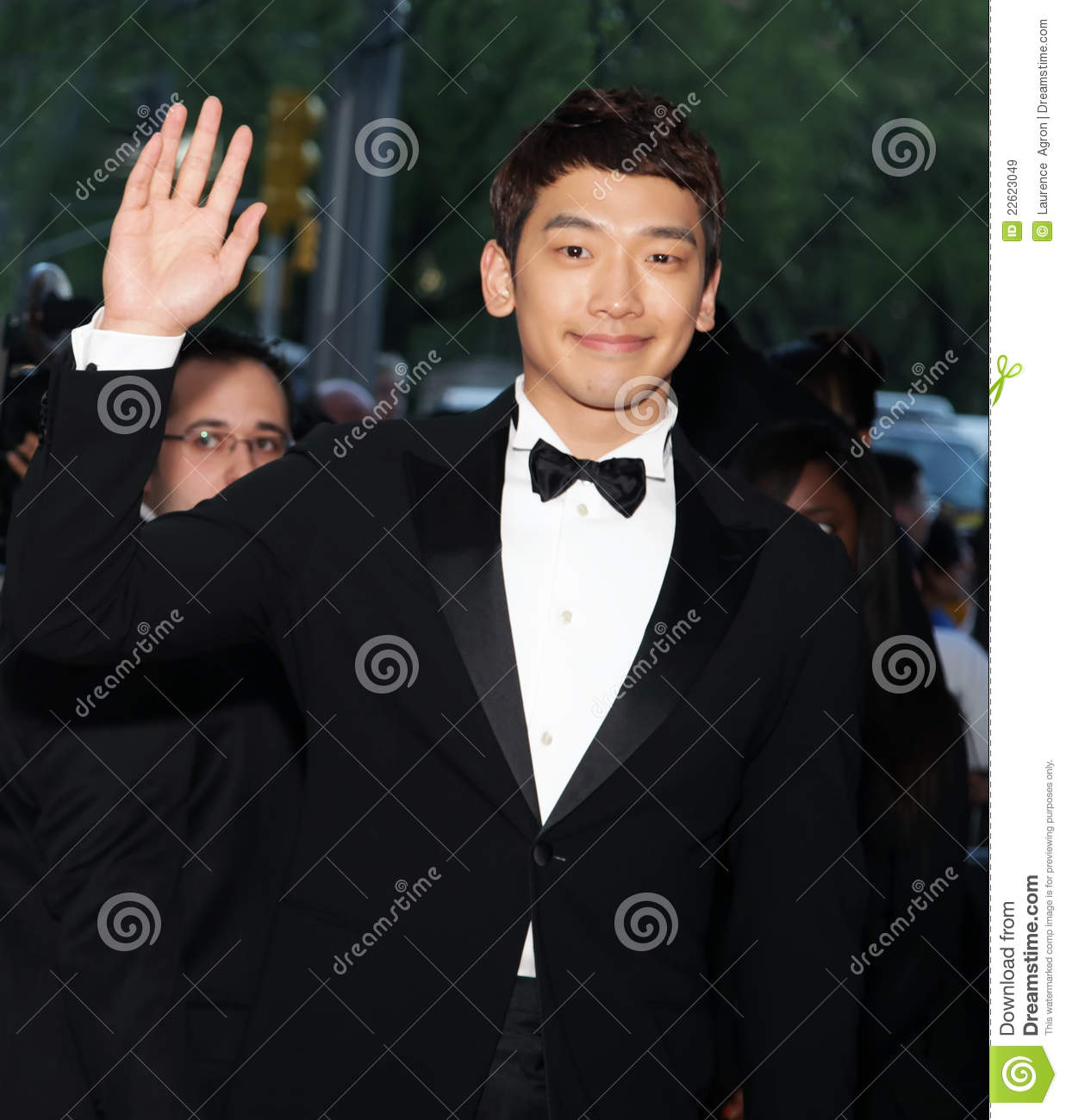 the life of jung ji hoon aka Well,,i think they might be in a relationship in the past but they didn't published it as jung ji hoon aka rain at that time was about to startimg his international(hollywood)  ji hoon or rain bi has a great chemistry together, a special magic on the big screen together and hopefully in real life in the near future they are even compatible .