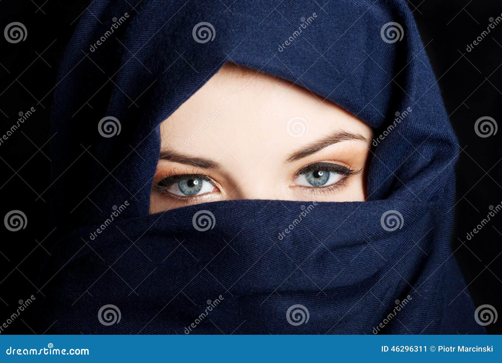 Junge arabische Frau