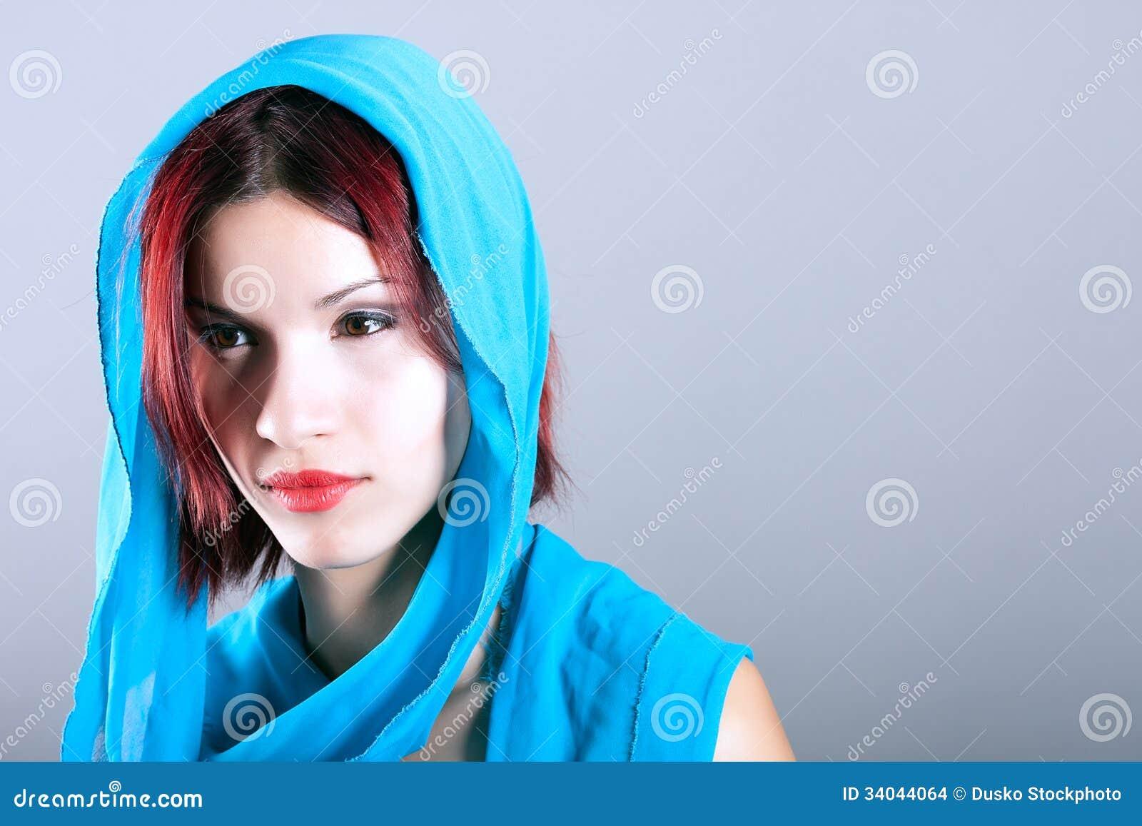 Junge Arabische Frau, Wenn Islamischer Schal Getragen Wird