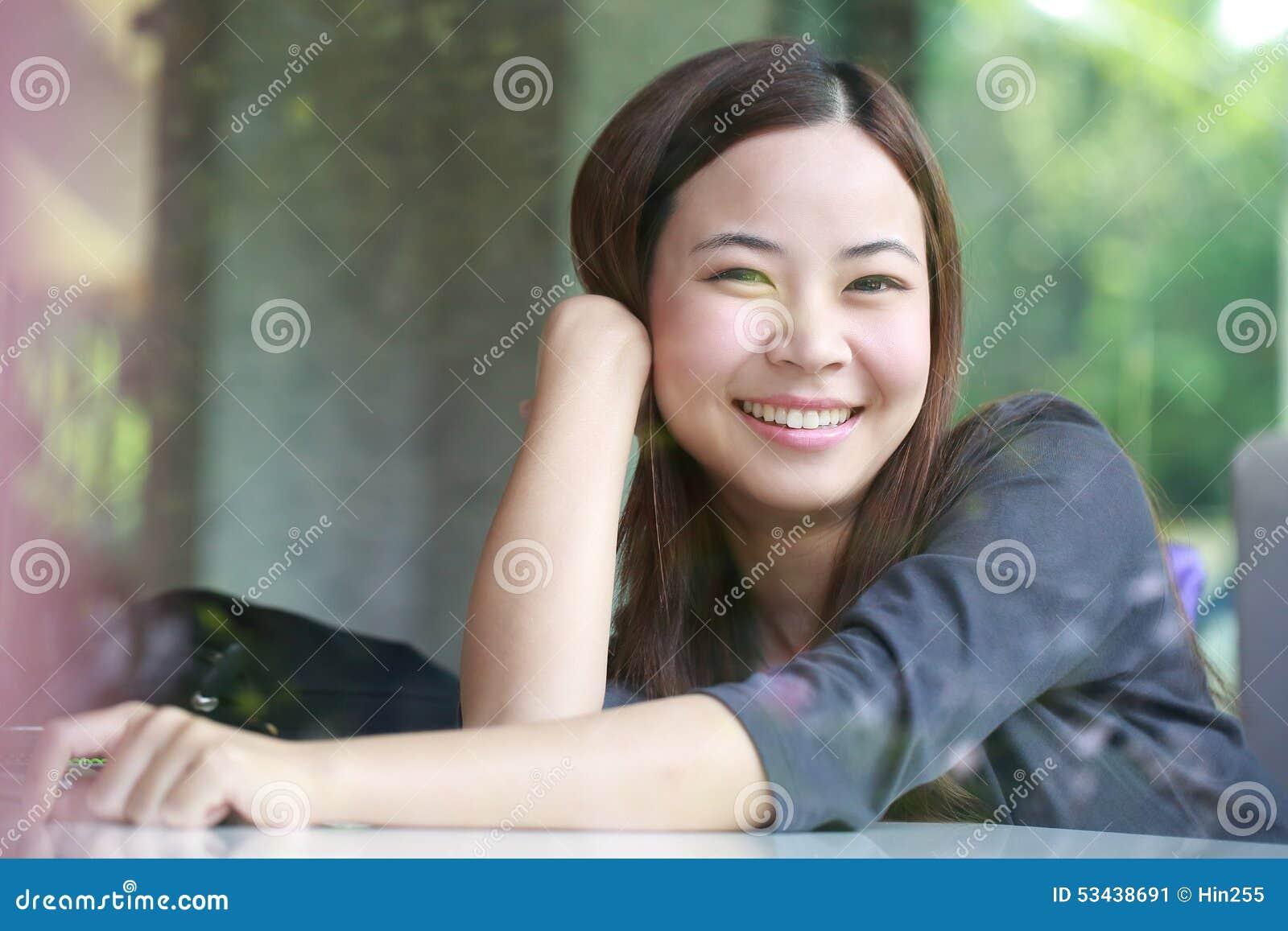 Junge Asiatinen