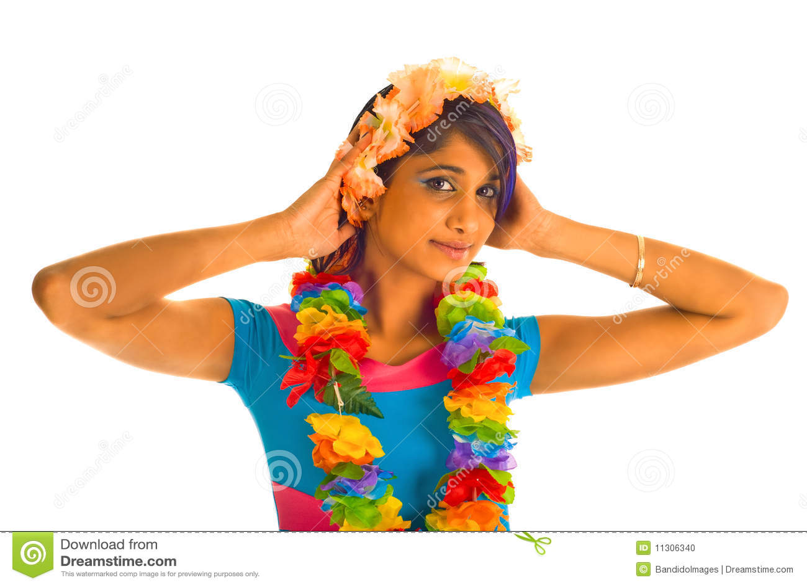 Junge braune Frau mit Blumen