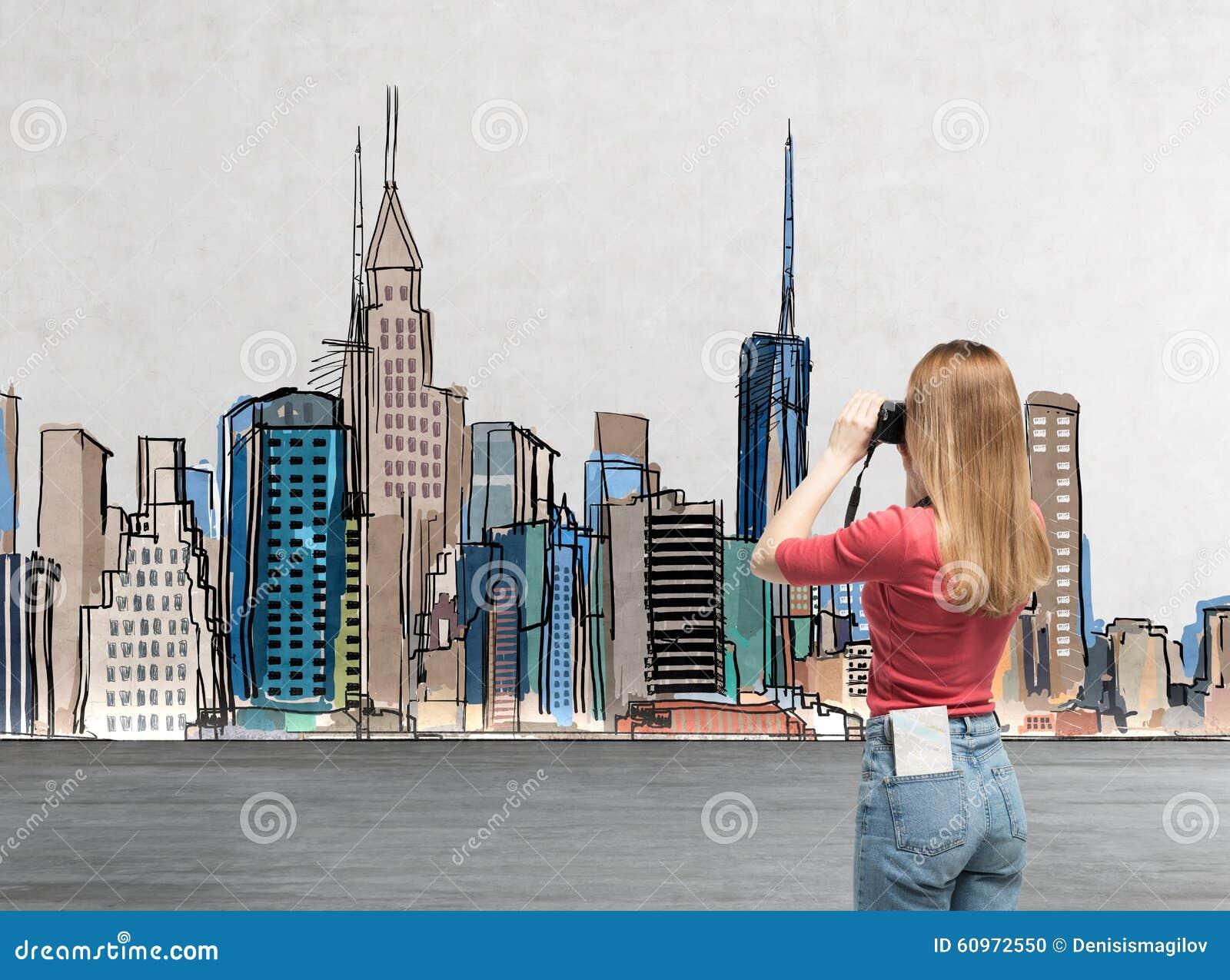 Junge Dame In Der Zufälligen Kleidung Ist Das Nehmen Bilder Des Gezogenen  New York Ein Konzept
