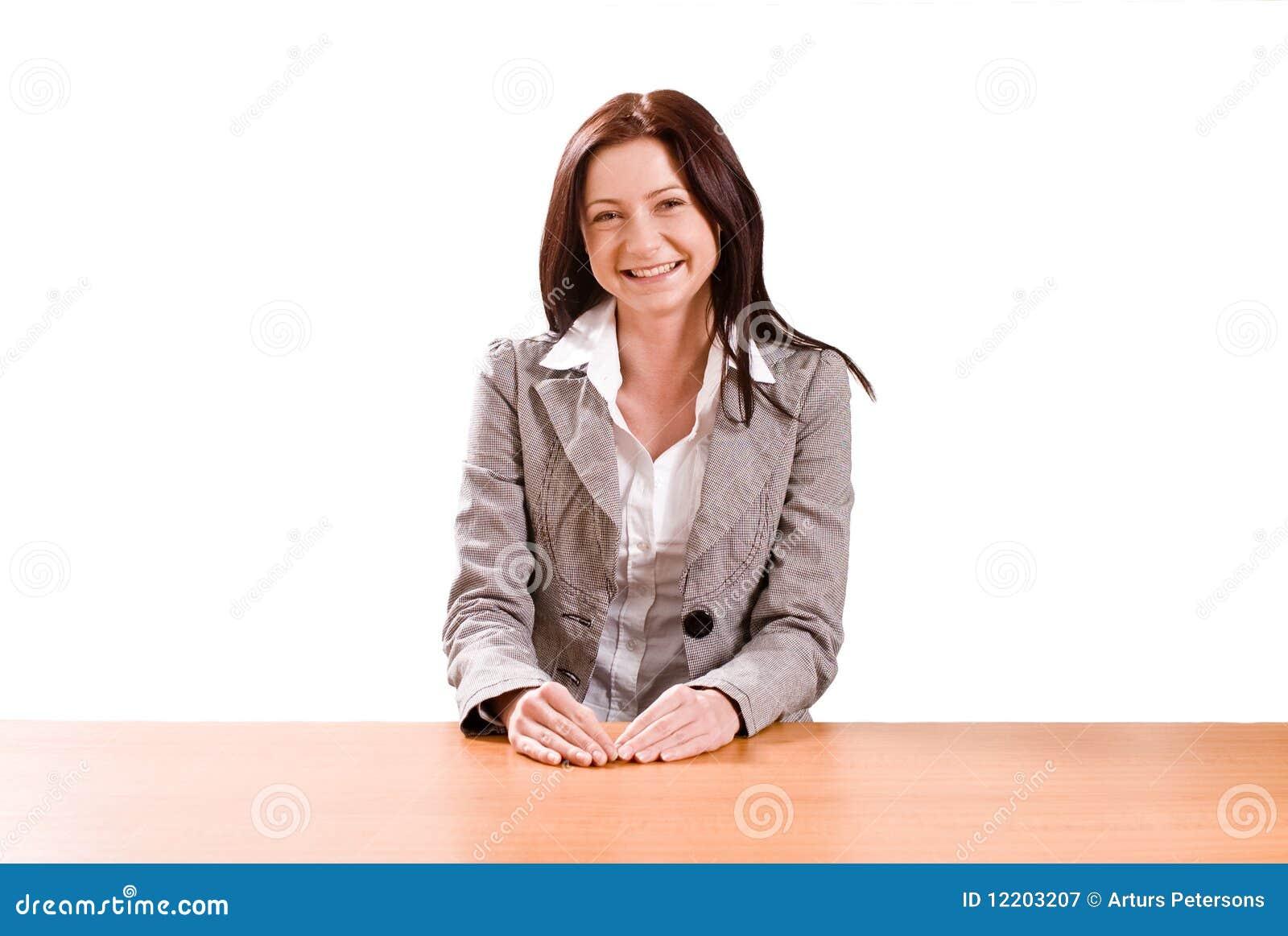Junge Dame am Schreibtisch