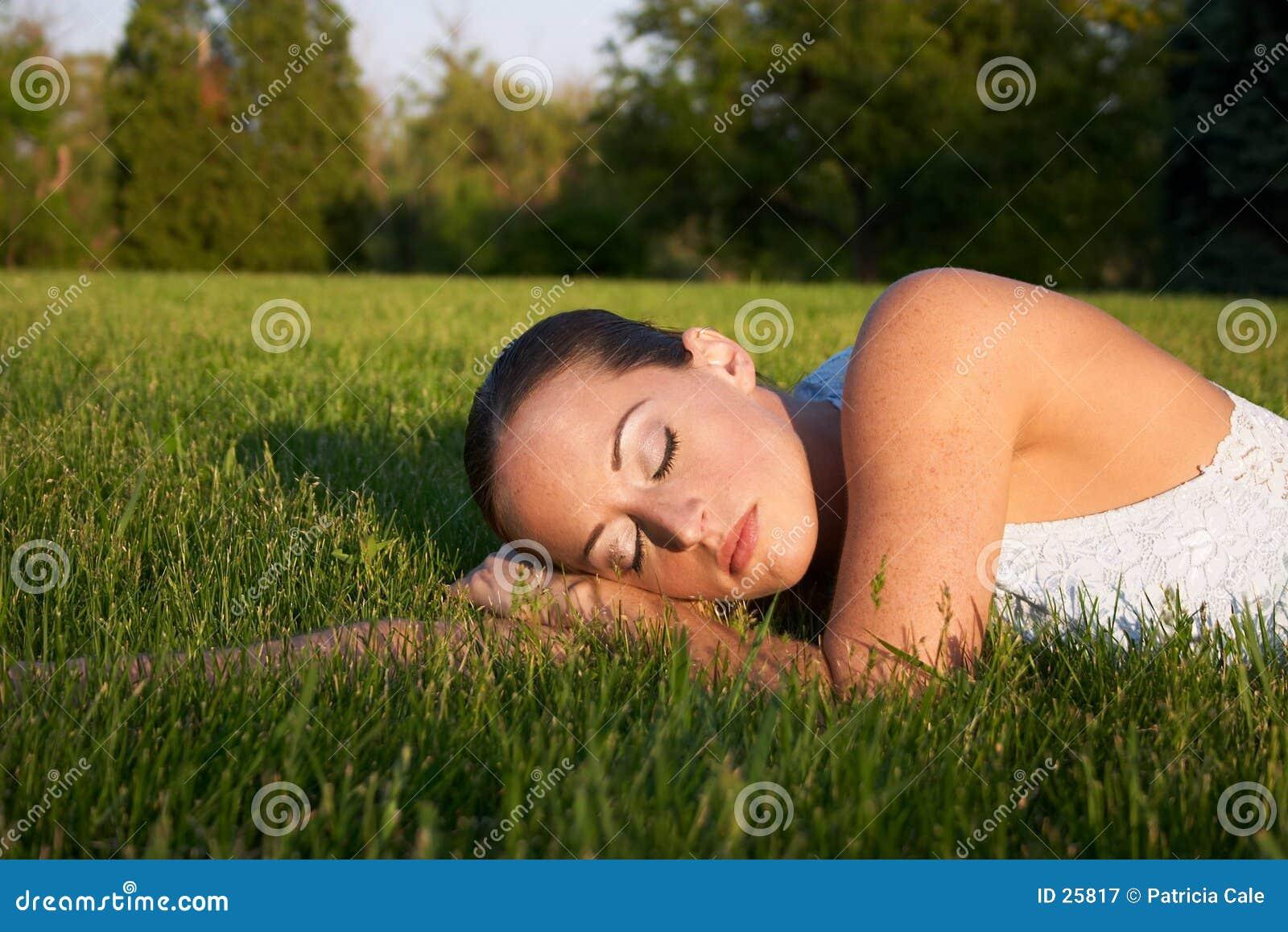 Download Junge Frau 5 stockbild. Bild von alleine, bäume, frauen - 25817