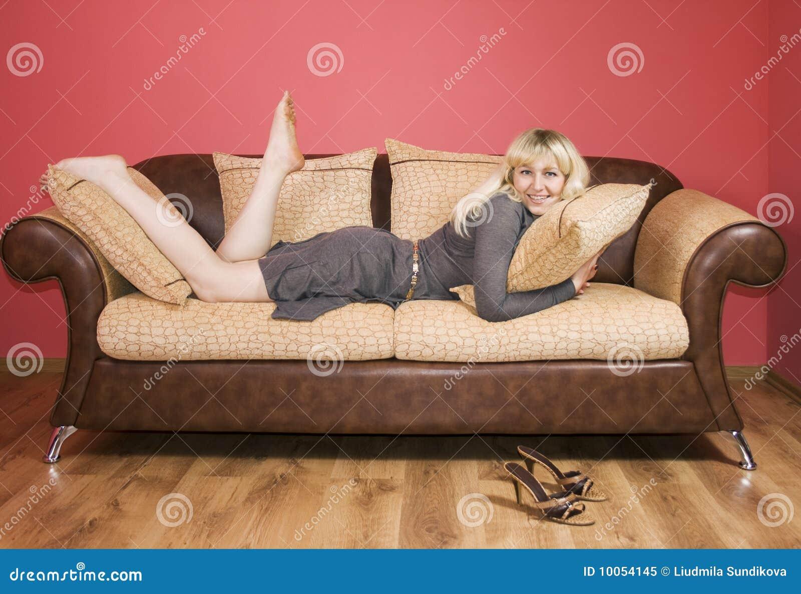 junge frau auf einem sofa stockbild bild von zauber 10054145. Black Bedroom Furniture Sets. Home Design Ideas