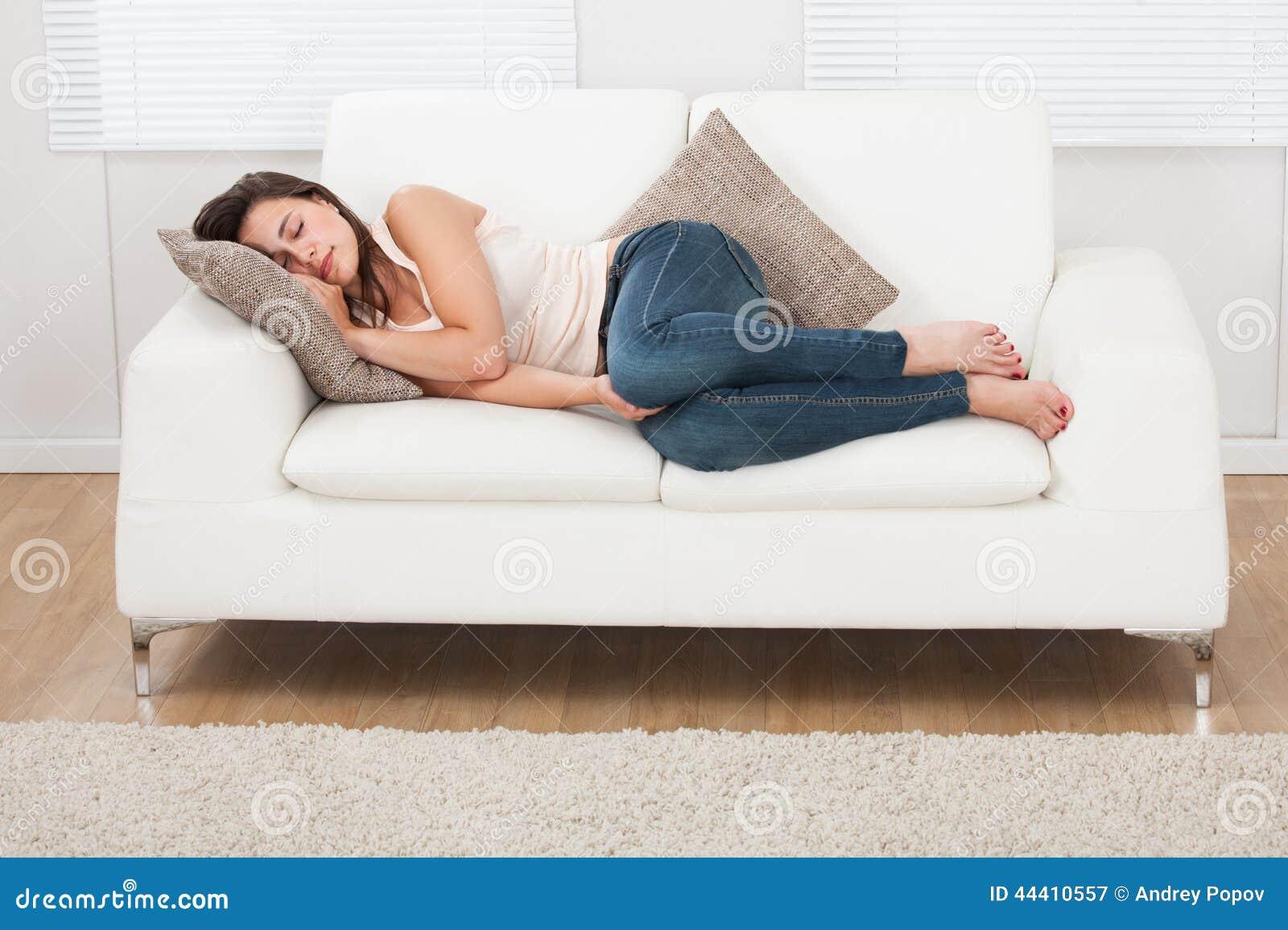 Schlafen auf sofa vektor abbildung bild von spa zeichen 30439015 junge frau die zu hause auf sofa schlft lizenzfreie stockfotografie parisarafo Image collections
