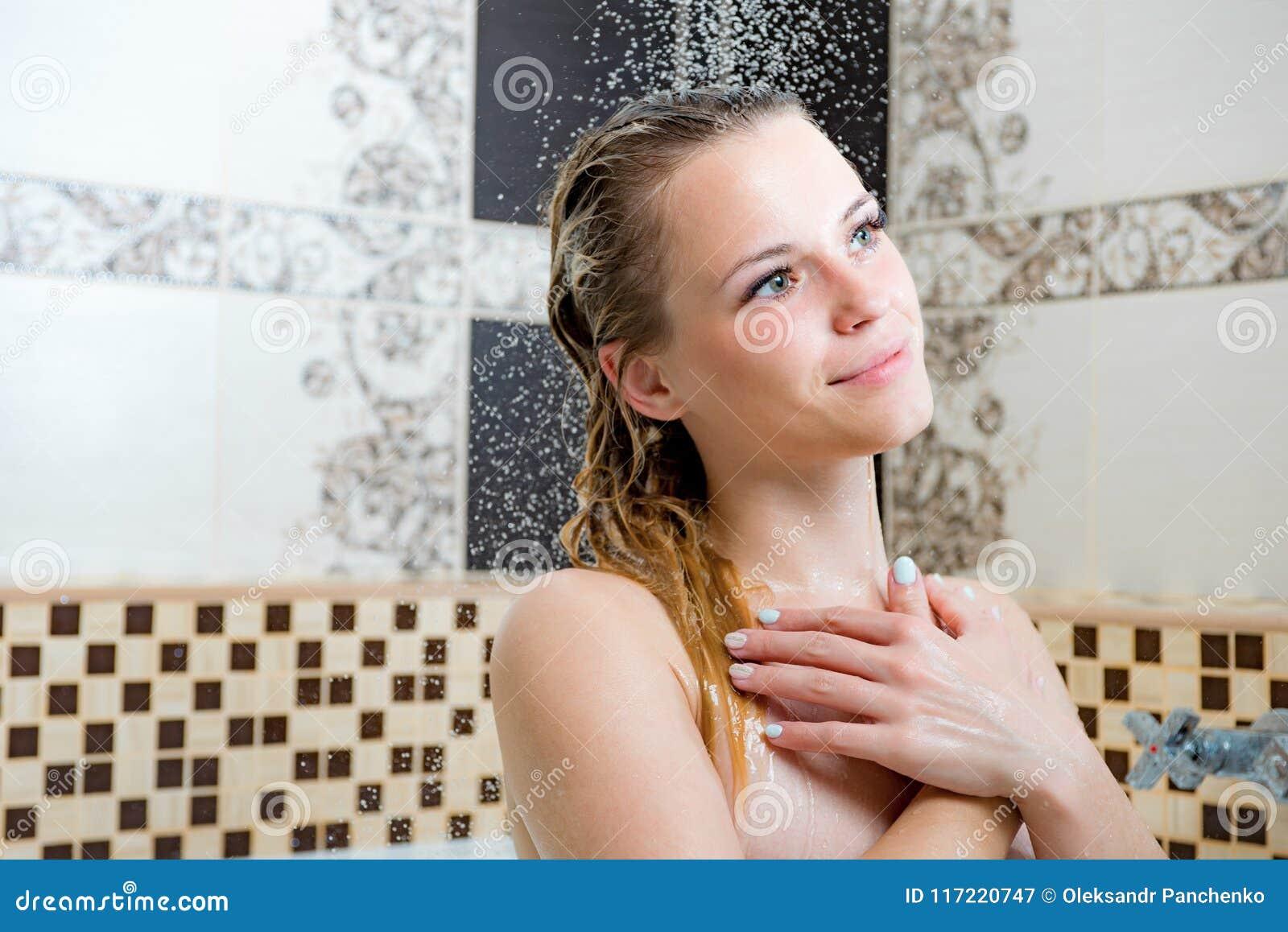 """Dusche der frau unter Masturbation """"unter"""