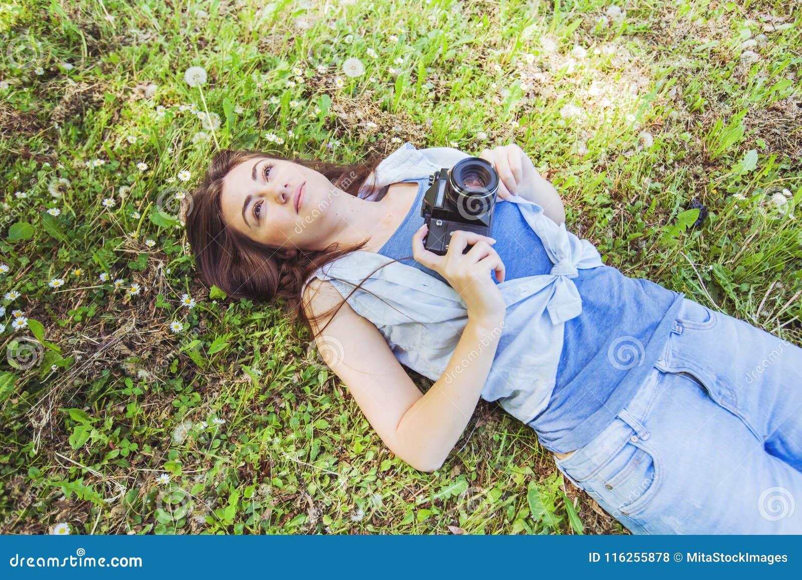Junge Frauen-Amateurphotograph Outdoor
