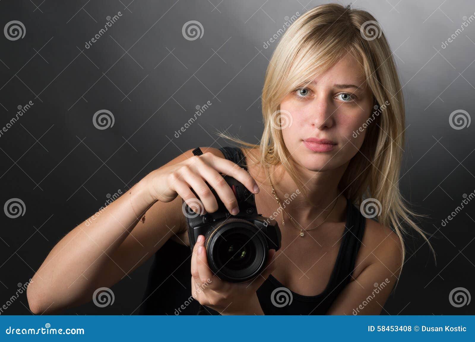 Junge Frauen mit Kamera