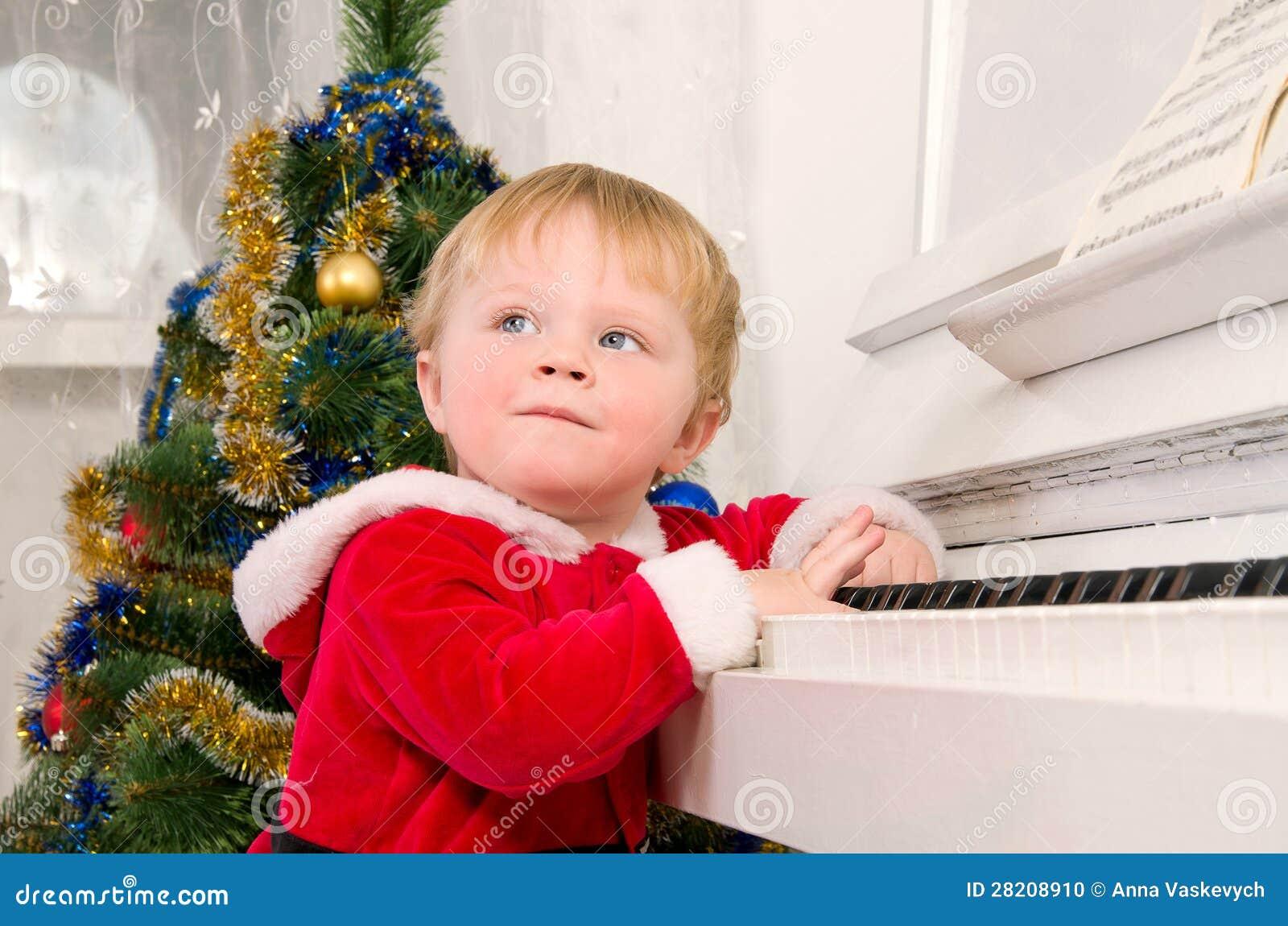 Junge gekleidet als Weihnachtsmann