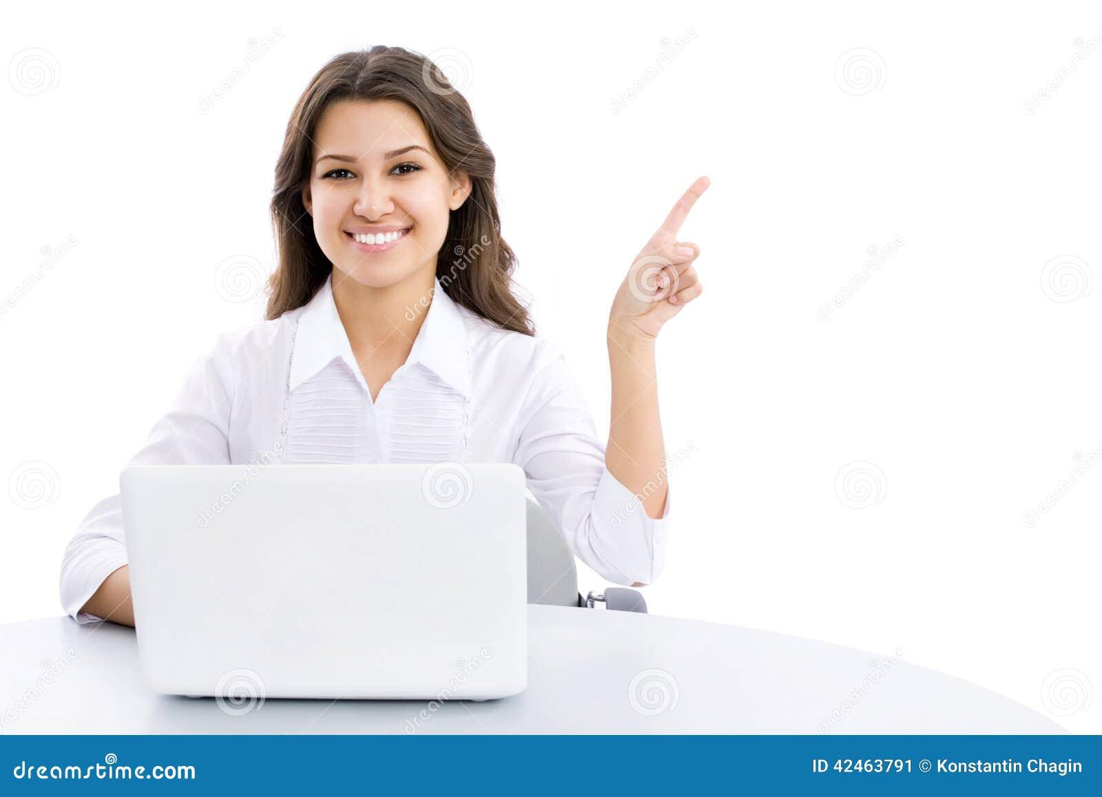 Junge Geschäftsfrau, die auf Ecke zeigt
