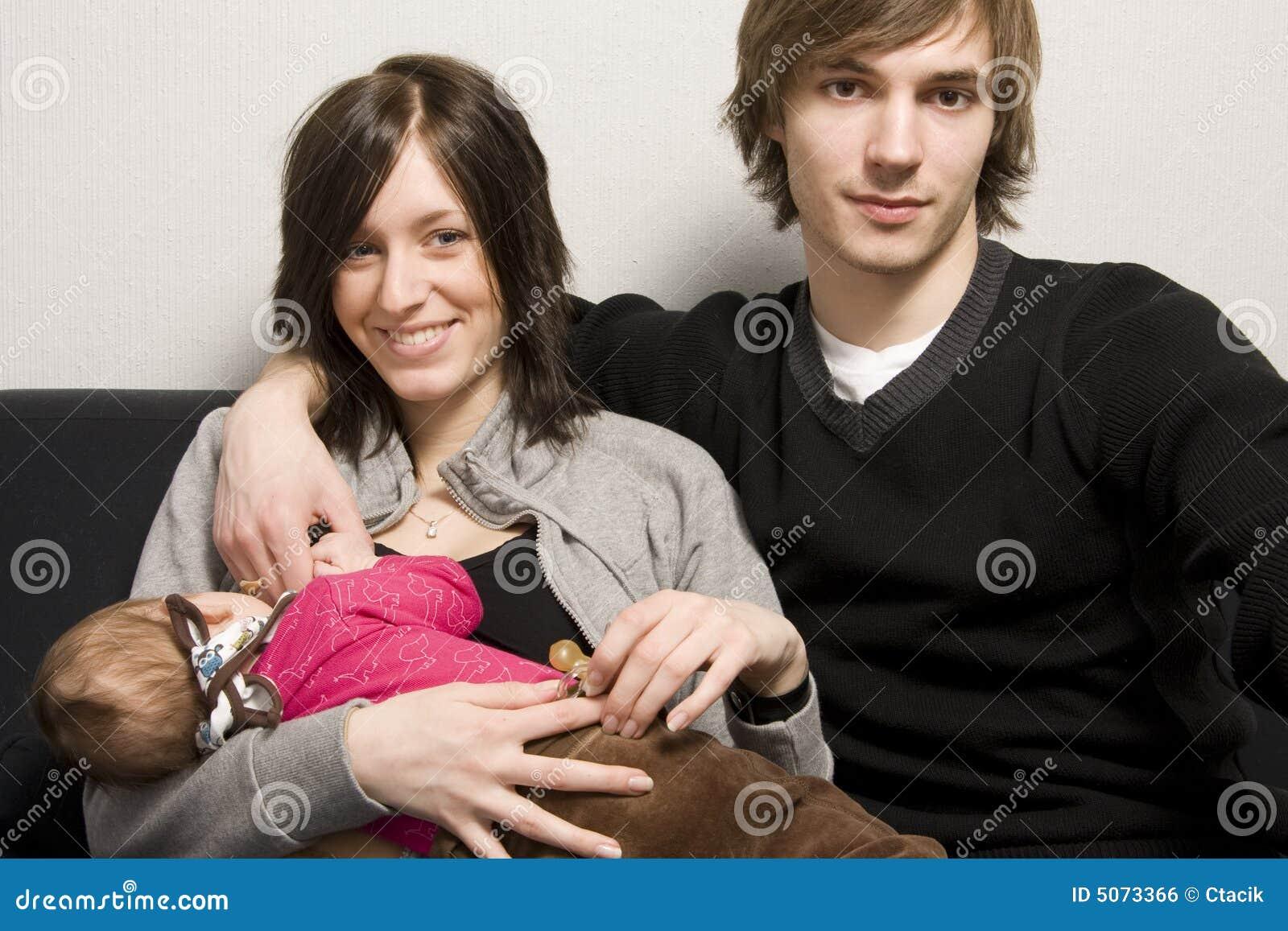 Junge glückliche Familie