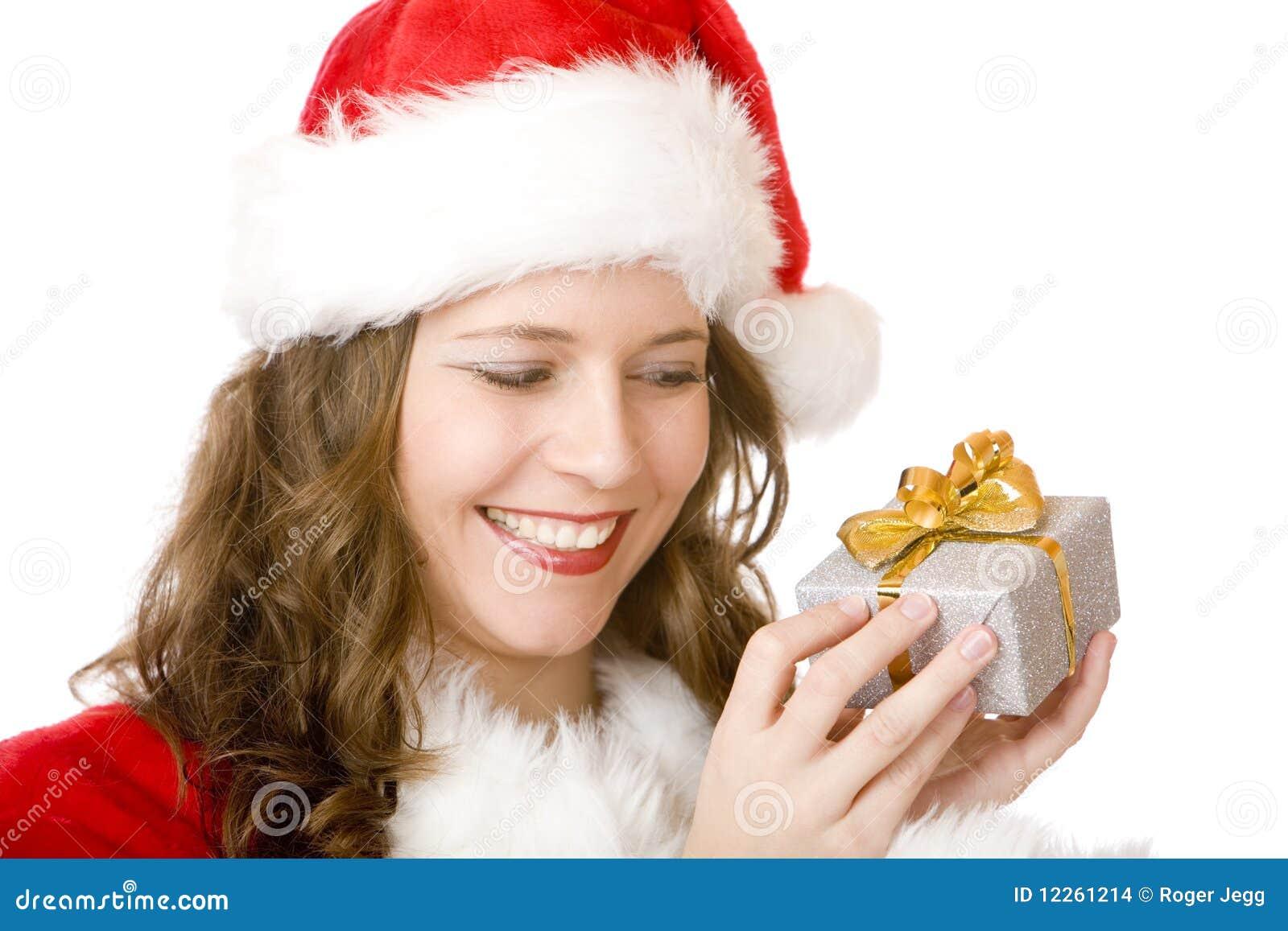 Junge Glückliche Weihnachtsmann-Frau Hält Weihnachtsgeschenk An ...