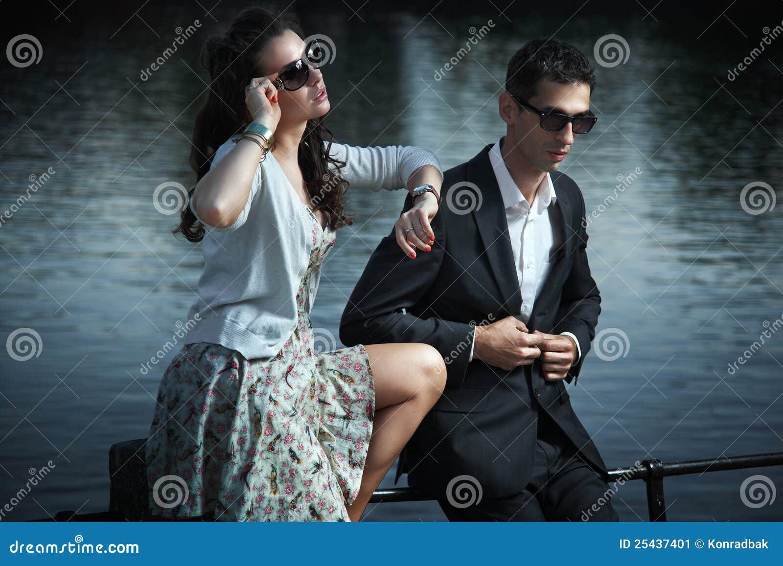 Junge, lächelnde Paare