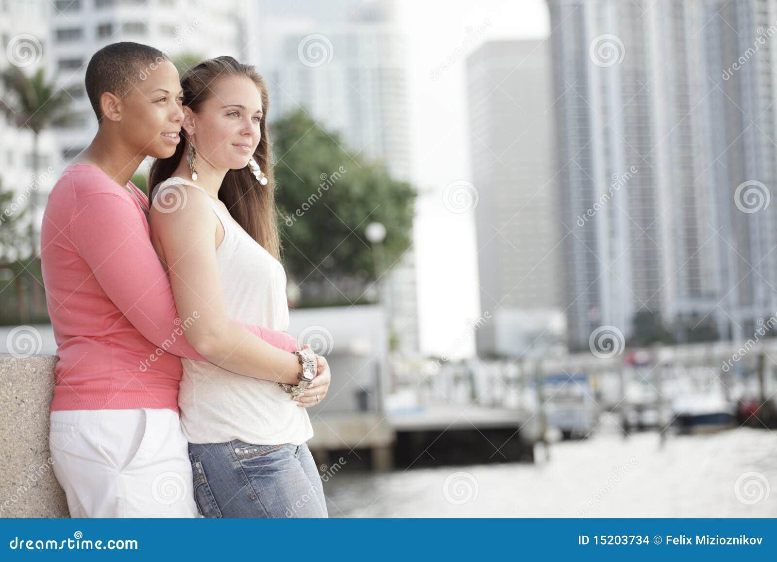 Junge lesbische Paare