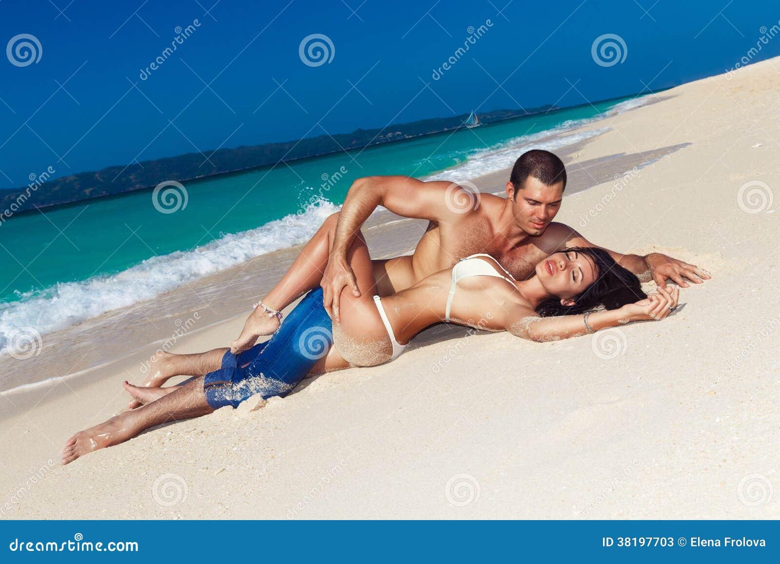 Pärchen Hat Am Strand Sex