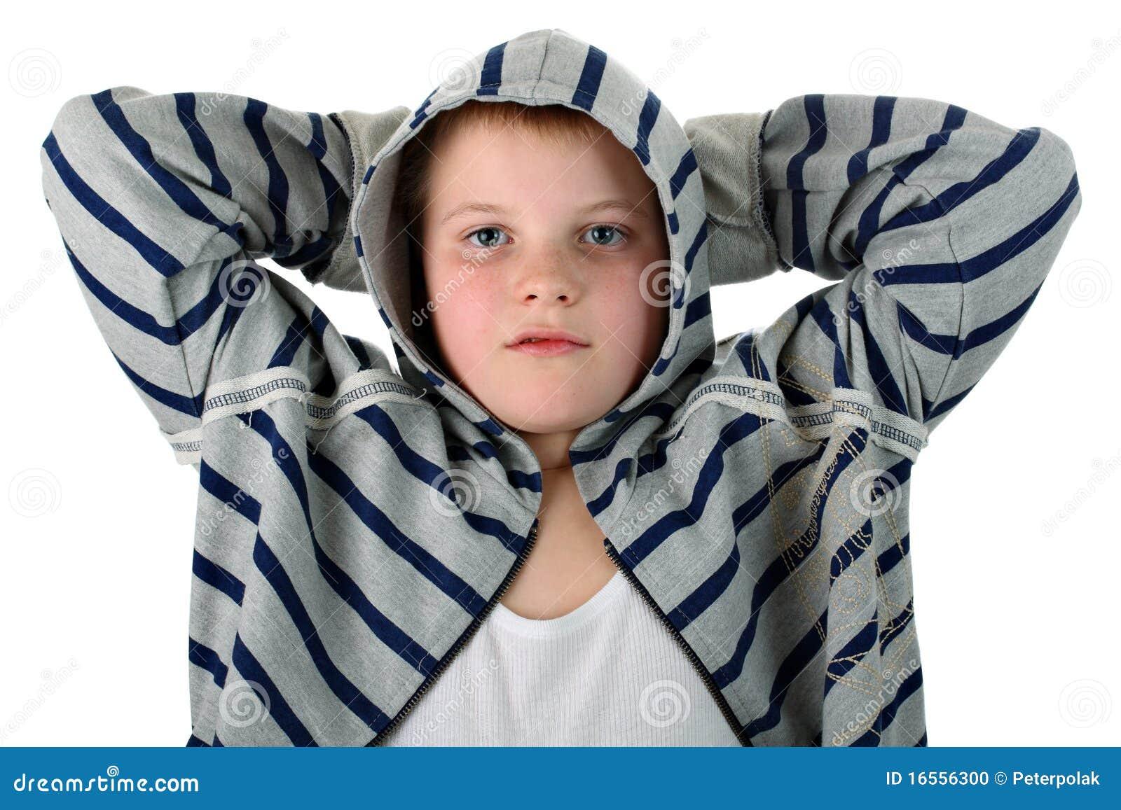 Eines jugendlichen jungen der irgendeinen sport trägt tragen mit