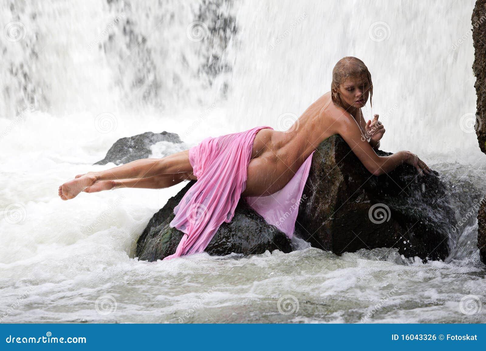 Frau in einem Geschft ohne Hschen - amapornofilmecom