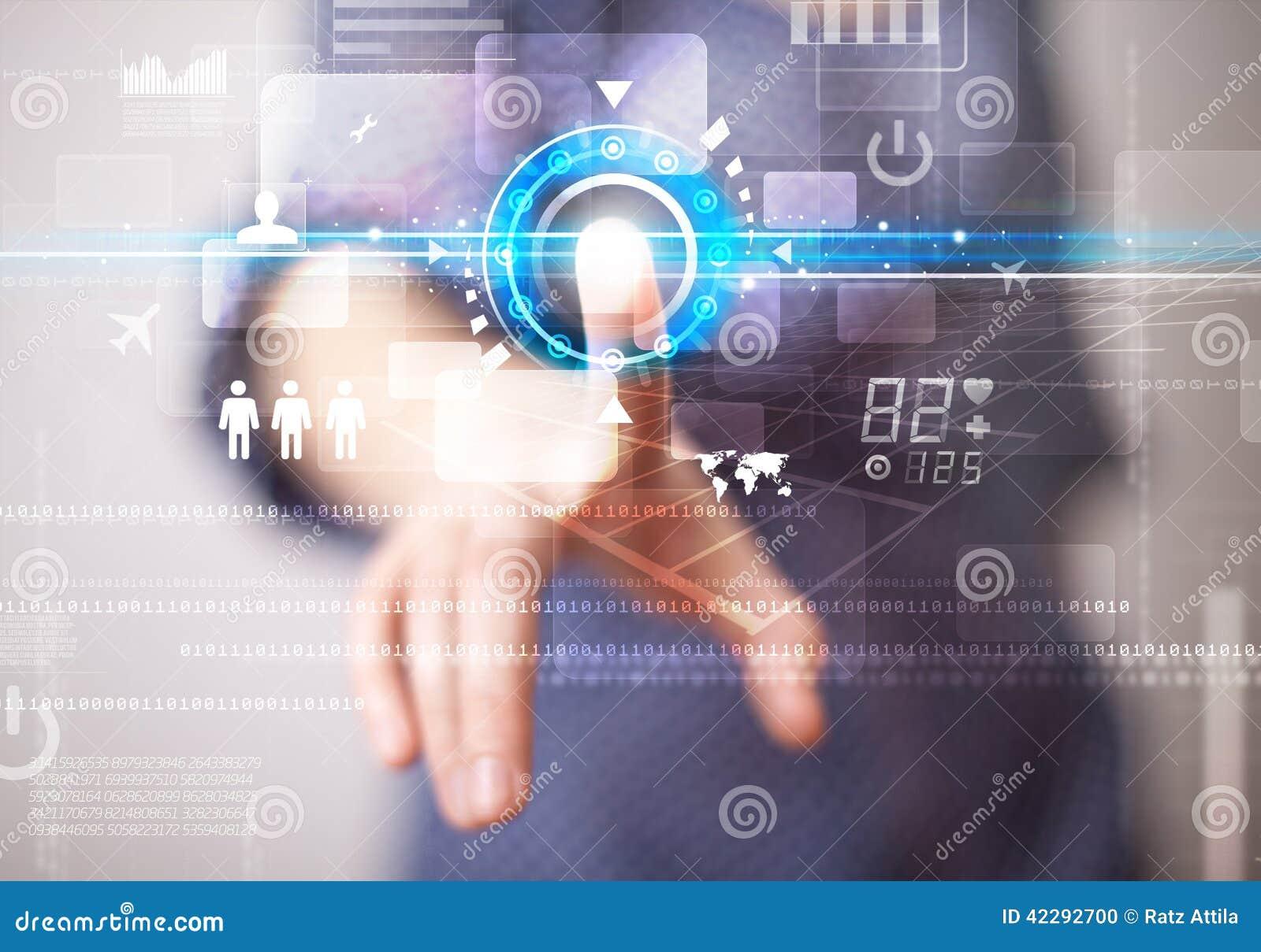 Junge Netztechnologieknöpfe der Geschäftsfrau rührende zukünftige und