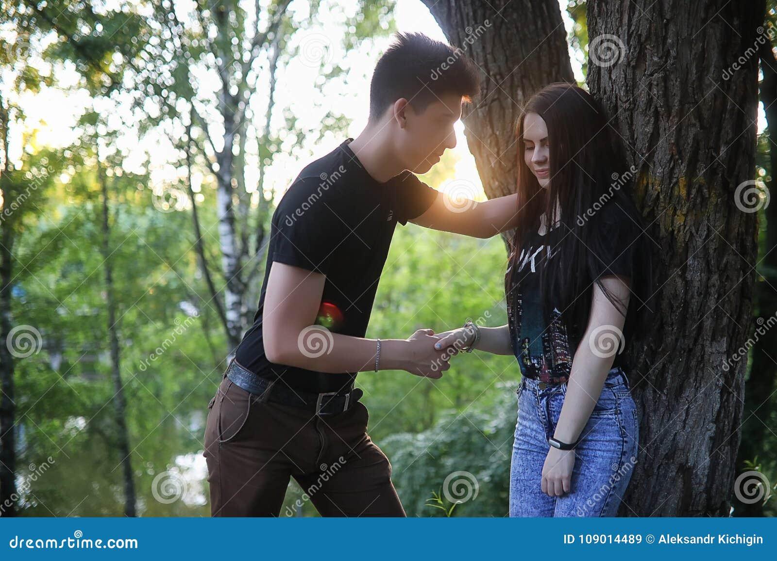 Jungen flirten