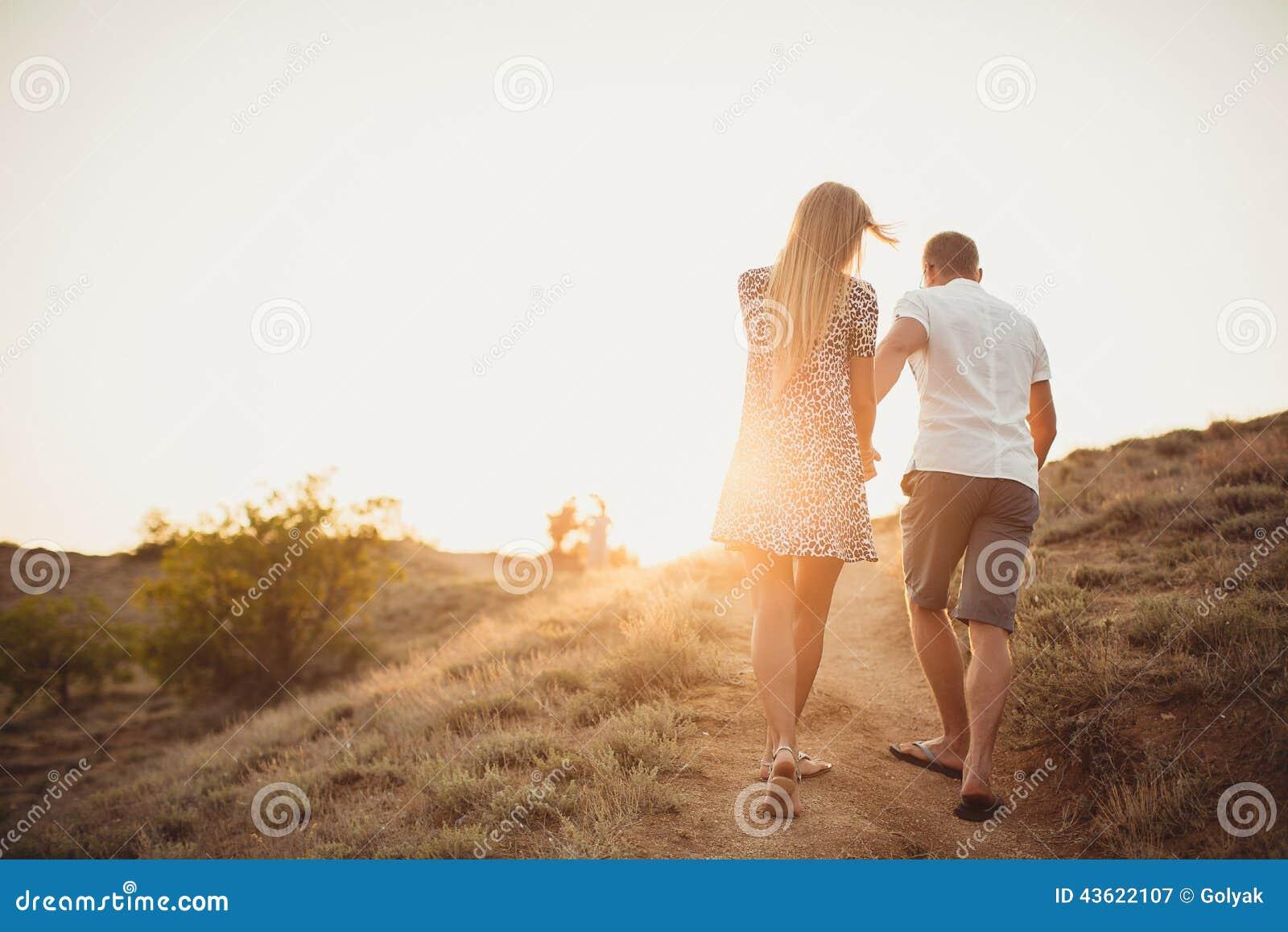 Junge Paare in der Liebe, in einem attraktiven Mann und in der Frau