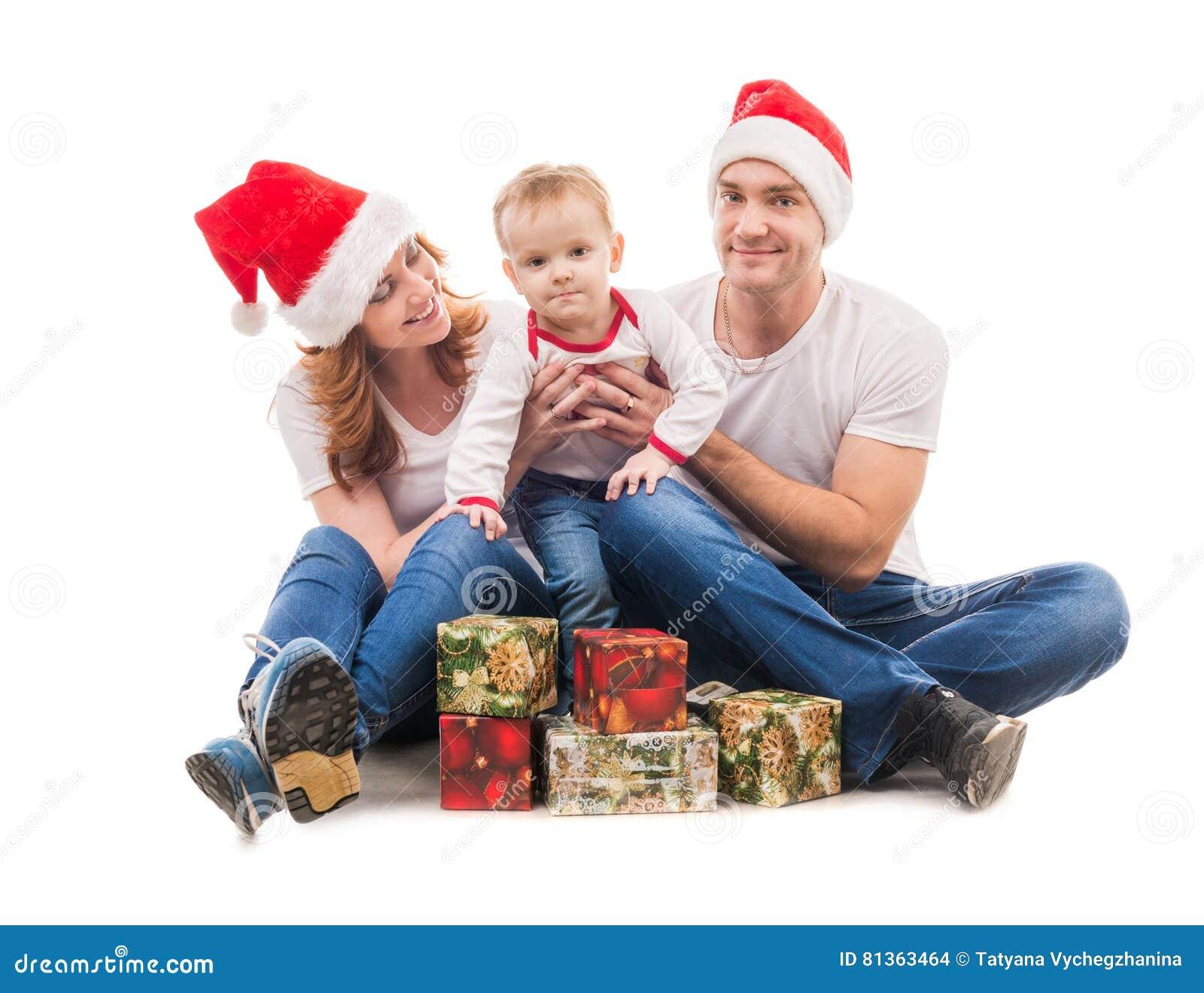 Junge Paare Mit Kleinem Jungen Und Geschenke Auf Dem Boden