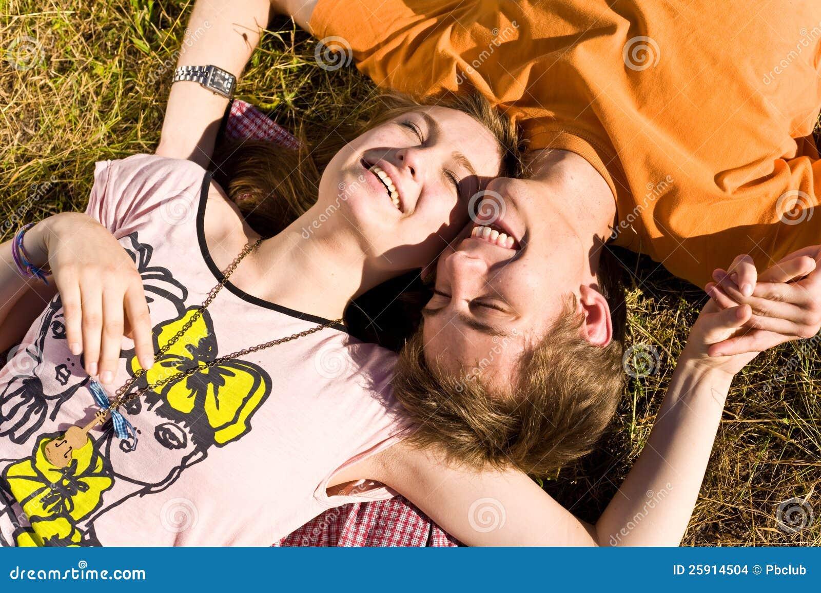 Junge und glückliche Paare